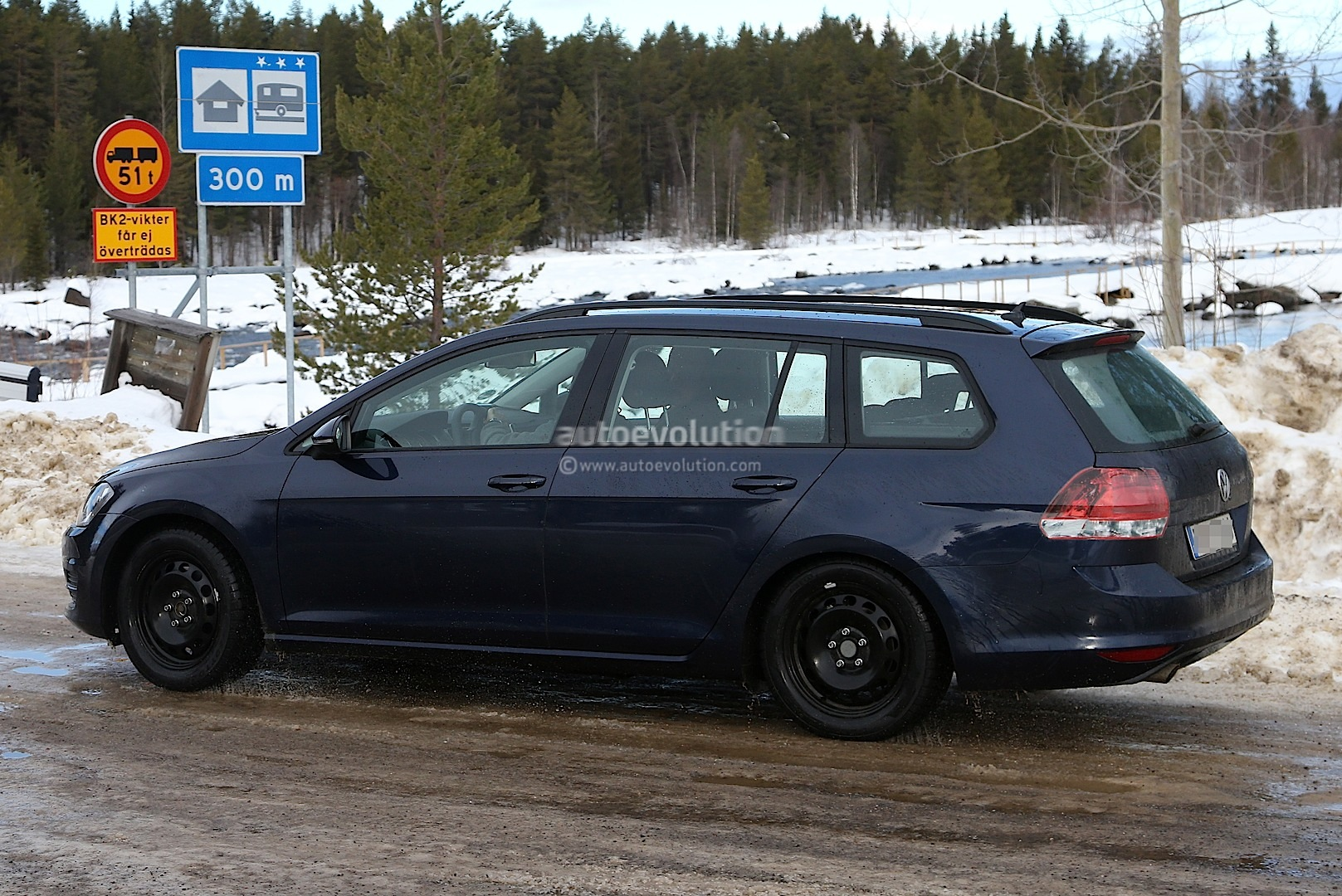 Spyshots: New Volkswagen Golf Variant / Jetta SportWagen ...