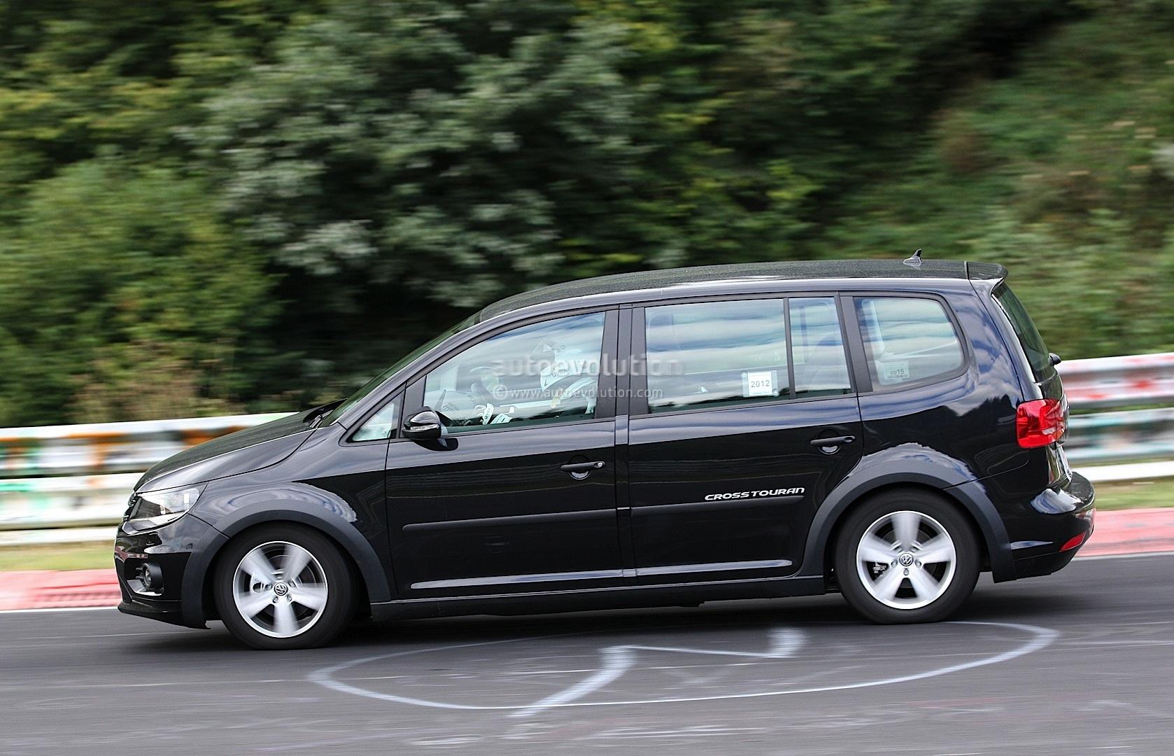 Spyshots: New Volkswagen Touran / Crosstouran - autoevolution