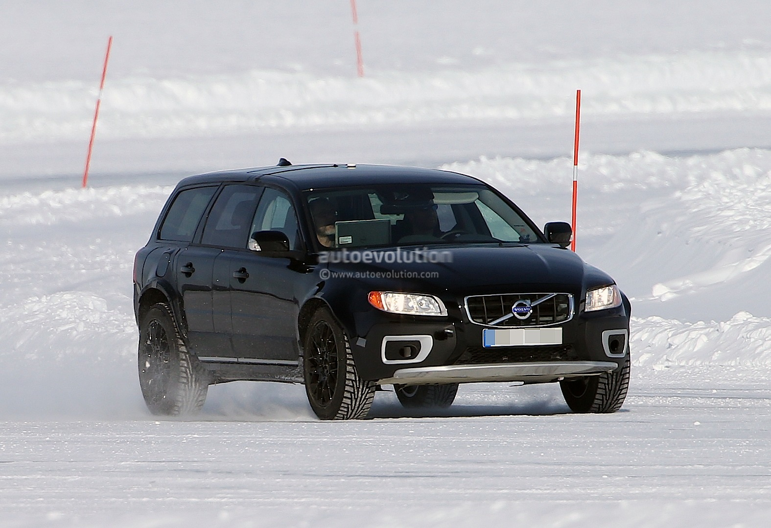spyshots new volvo xc90 test mule autoevolution. Black Bedroom Furniture Sets. Home Design Ideas