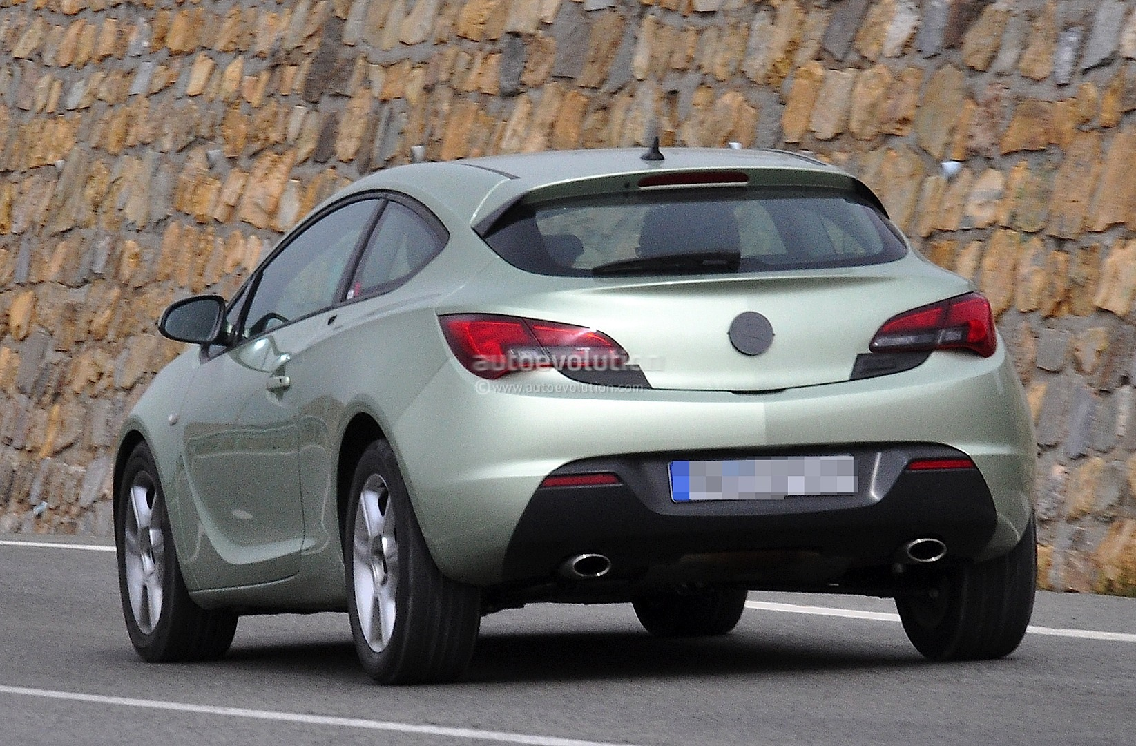 spyshots opel astra gtc facelift with bigger grille. Black Bedroom Furniture Sets. Home Design Ideas