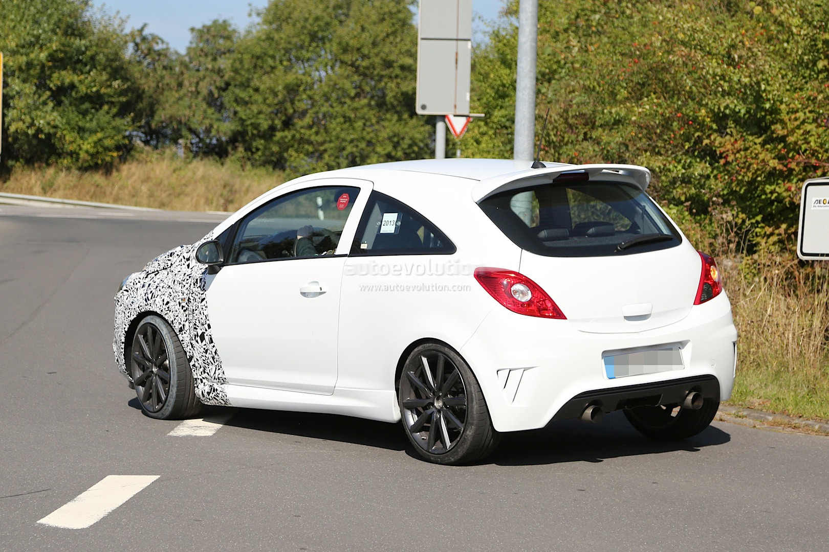 spyshots opel corsa opc facelift testing for 2014 debut autoevolution. Black Bedroom Furniture Sets. Home Design Ideas