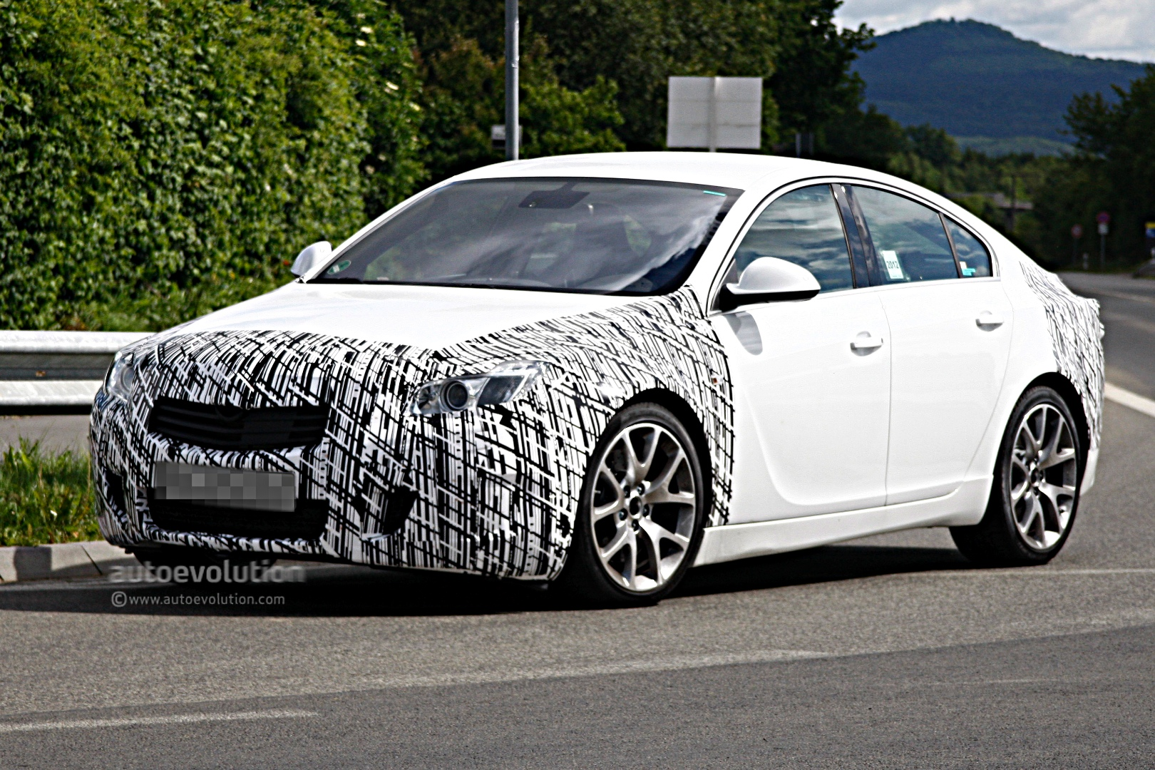 spyshots opel insignia opc facelift autoevolution. Black Bedroom Furniture Sets. Home Design Ideas