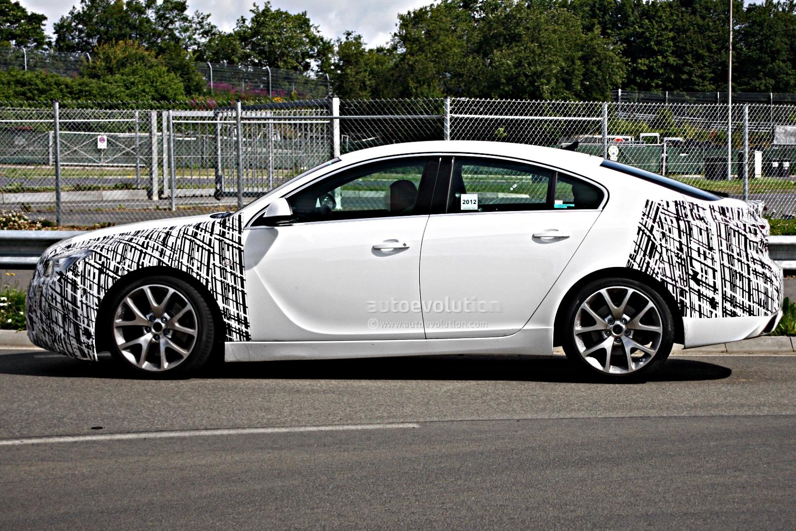 Opel Insignia OPC Facelift Photo 3