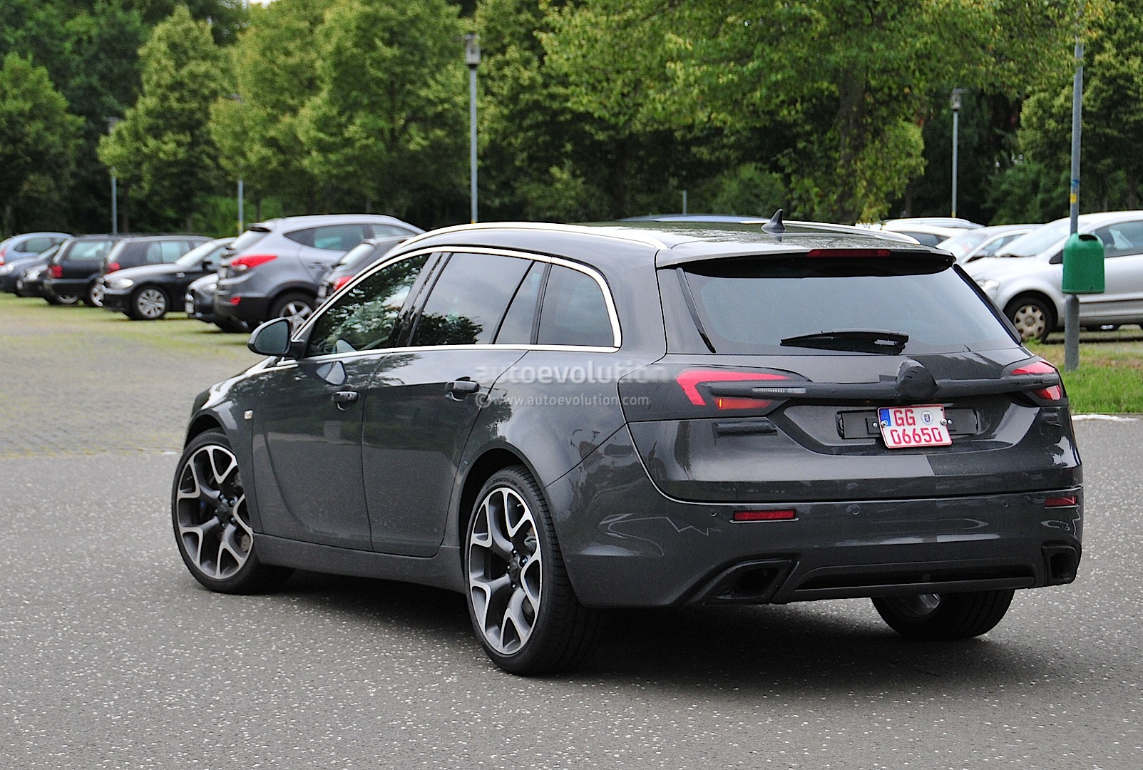 spyshots opel insignia opc sports tourer getting a refresh autoevolution. Black Bedroom Furniture Sets. Home Design Ideas