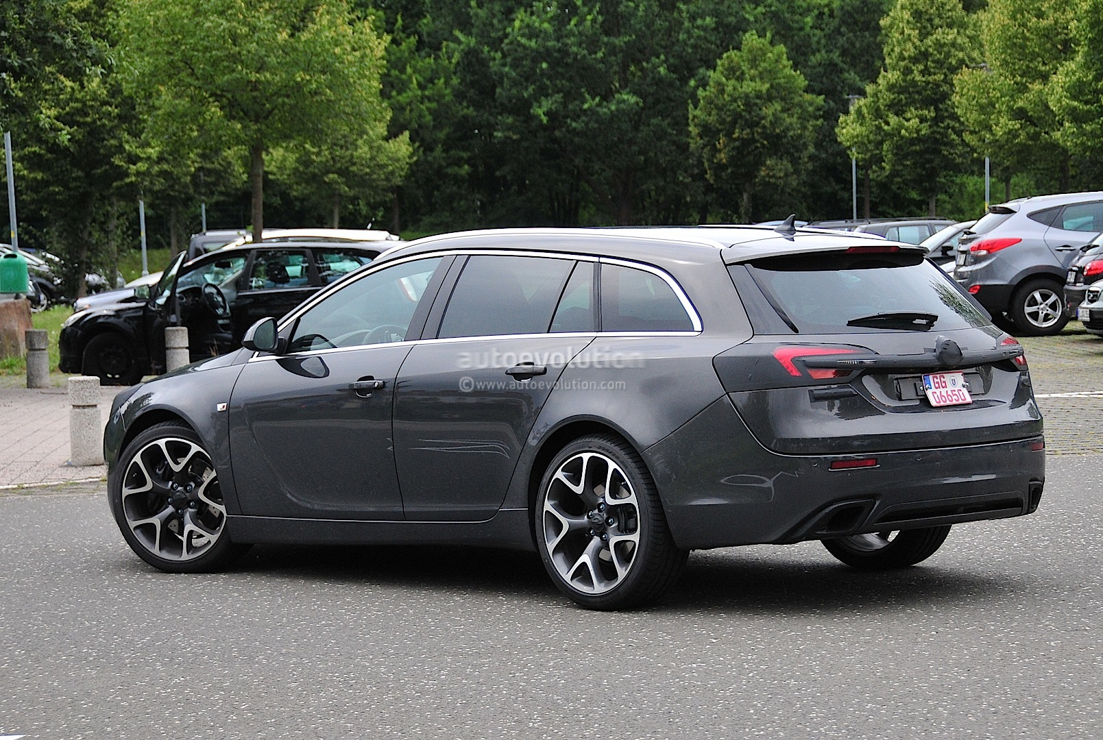 spyshots opel insignia opc sports tourer getting a. Black Bedroom Furniture Sets. Home Design Ideas