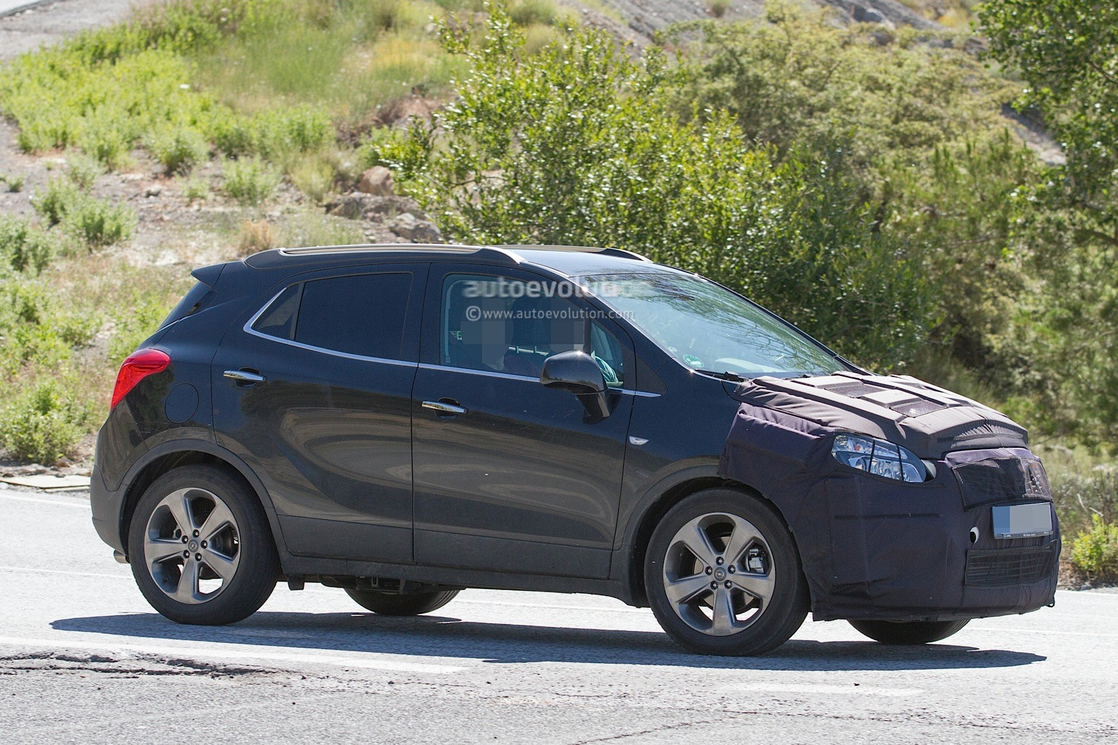 Spyshots: 2016 Opel Mokka Facelift Getting Euro 6 Engines from Astra K ...: www.autoevolution.com/news/spyshots-2016-opel-mokka-facelift...