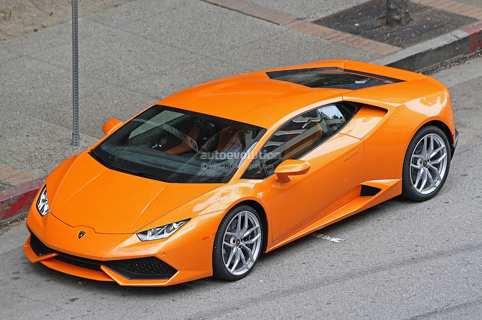 spyshots orange lamborghini huracan street racing in the us autoevolution. Black Bedroom Furniture Sets. Home Design Ideas