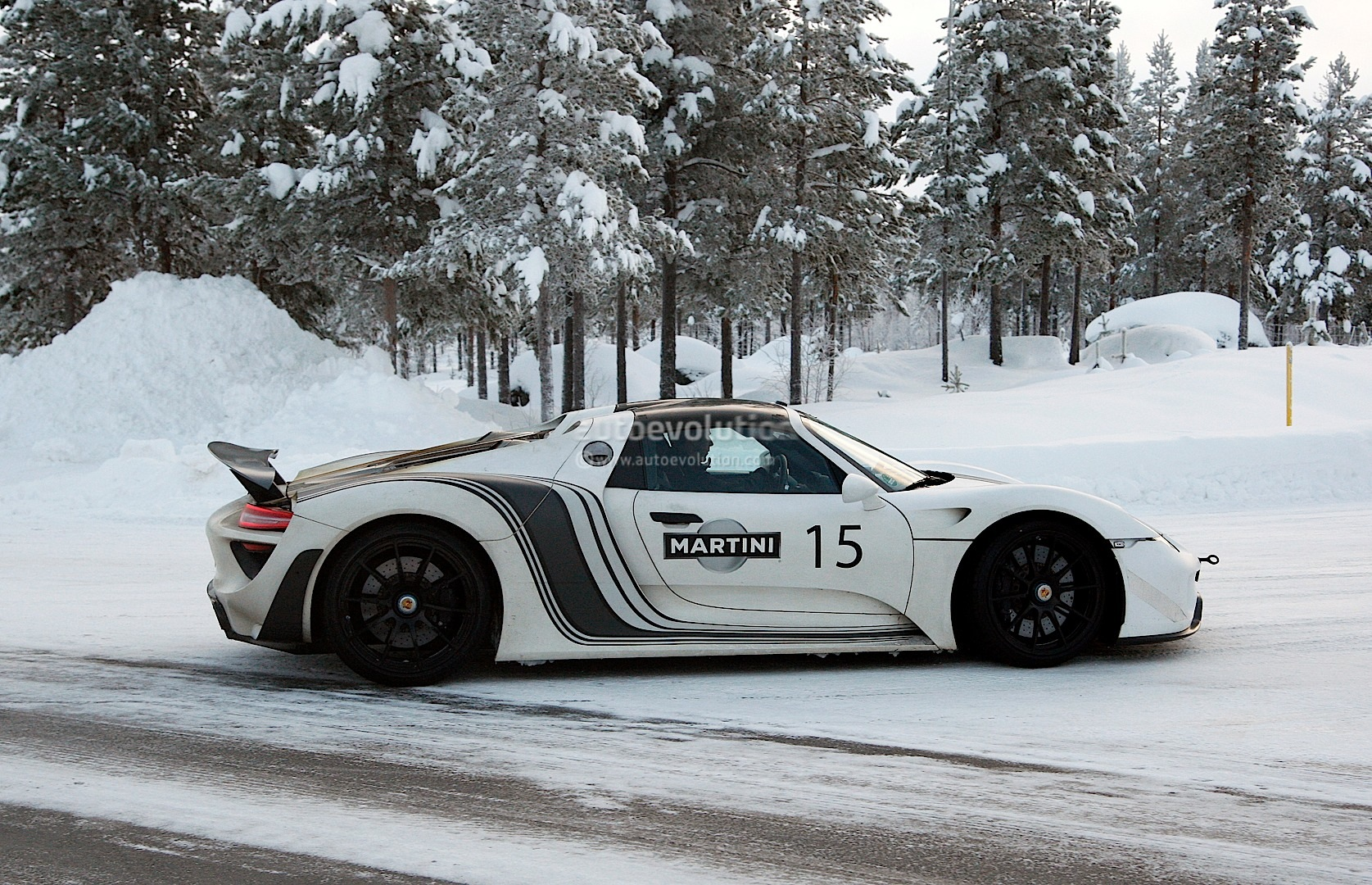 Porsche 918 Spyder Winter Testing - photo gallery