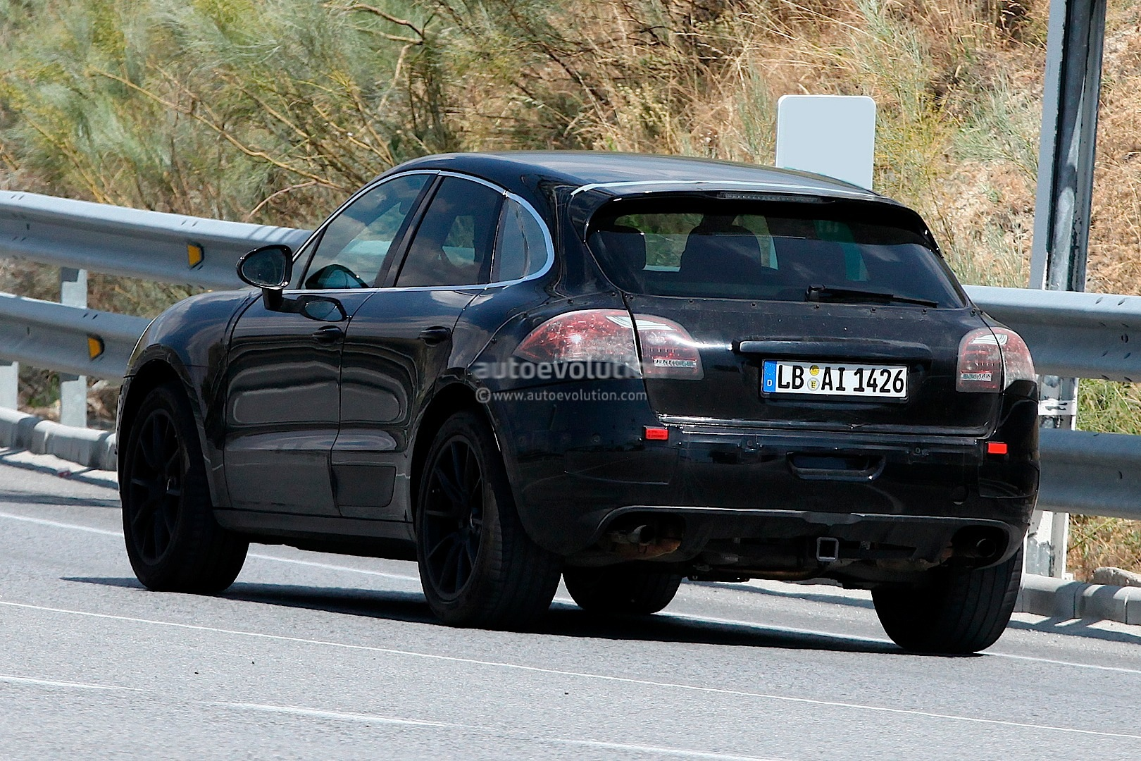 Spyshots porsche macan suv nearing production autoevolution