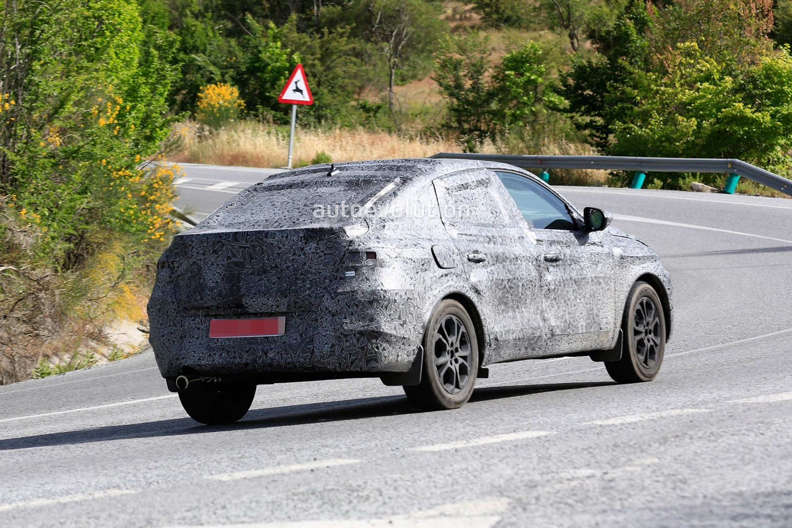 Spyshots Renault Captur Coupe Is A Bmw X6 For People On A