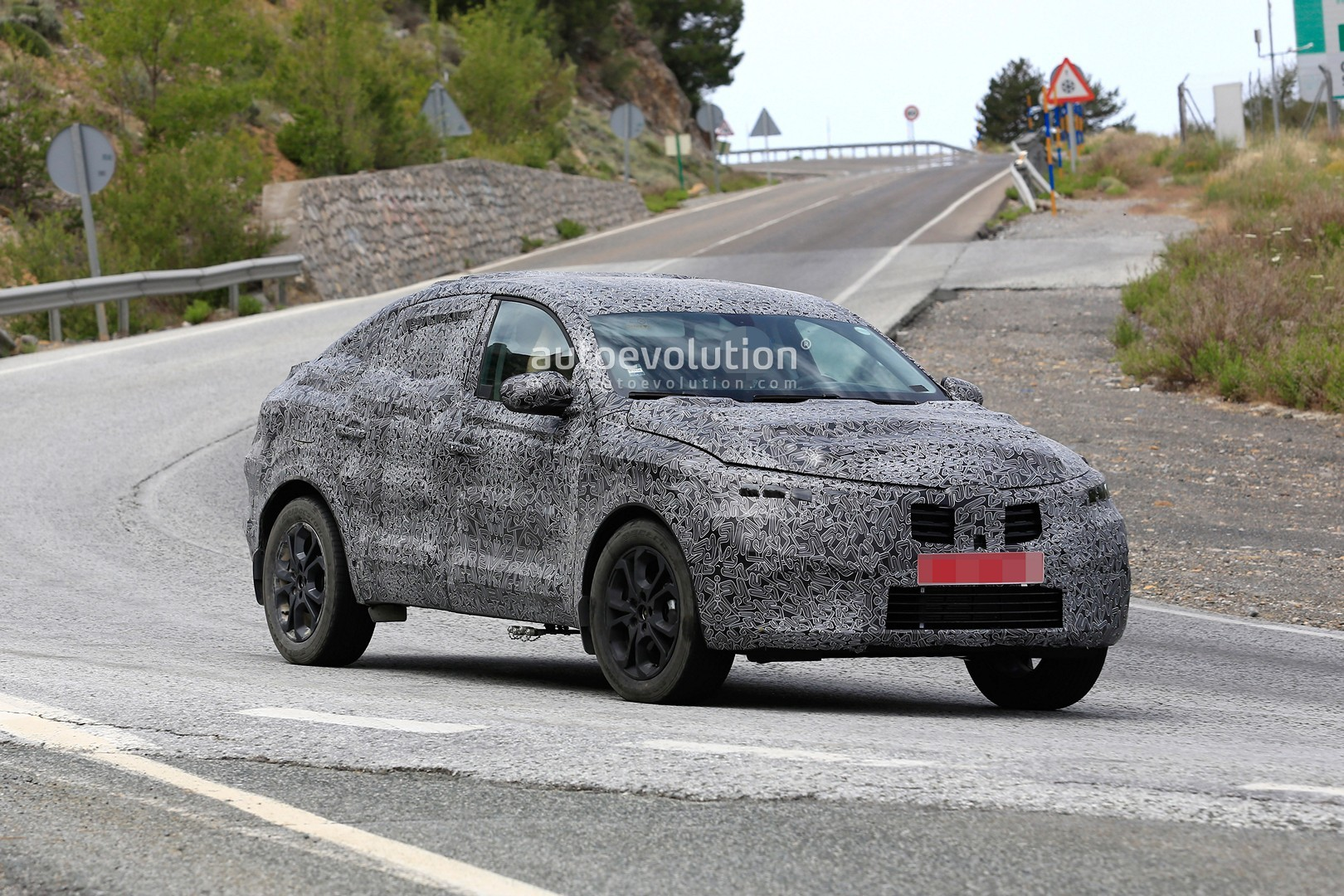 spyshots renault captur coupe is a bmw x6 for people on a. Black Bedroom Furniture Sets. Home Design Ideas