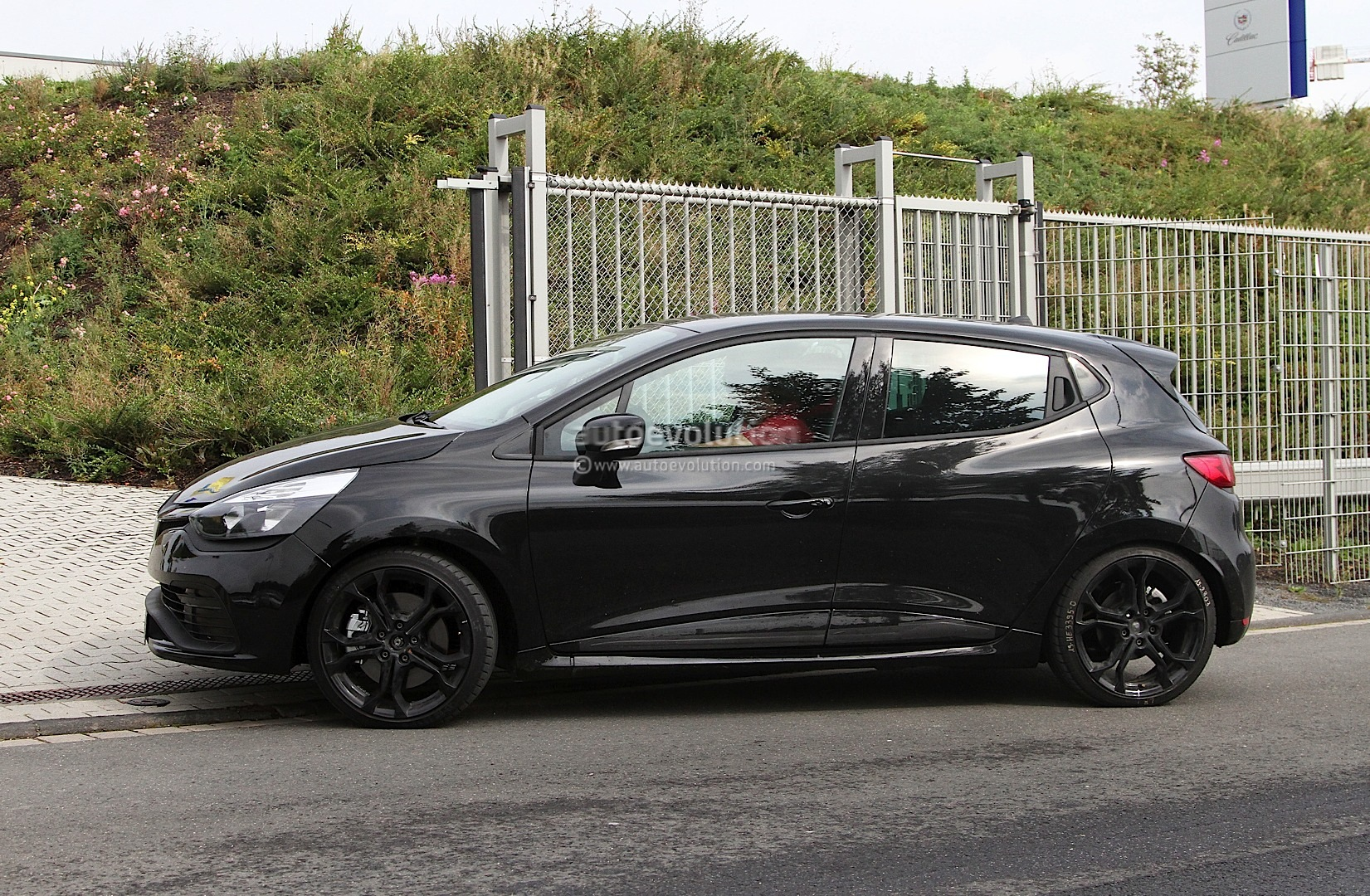 spyshots renault clio iv rs 210 autoevolution. Black Bedroom Furniture Sets. Home Design Ideas
