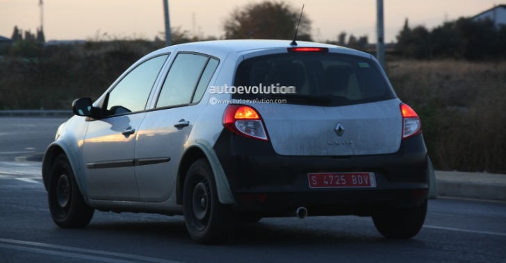 spyshots renault clio iv test mule. Black Bedroom Furniture Sets. Home Design Ideas
