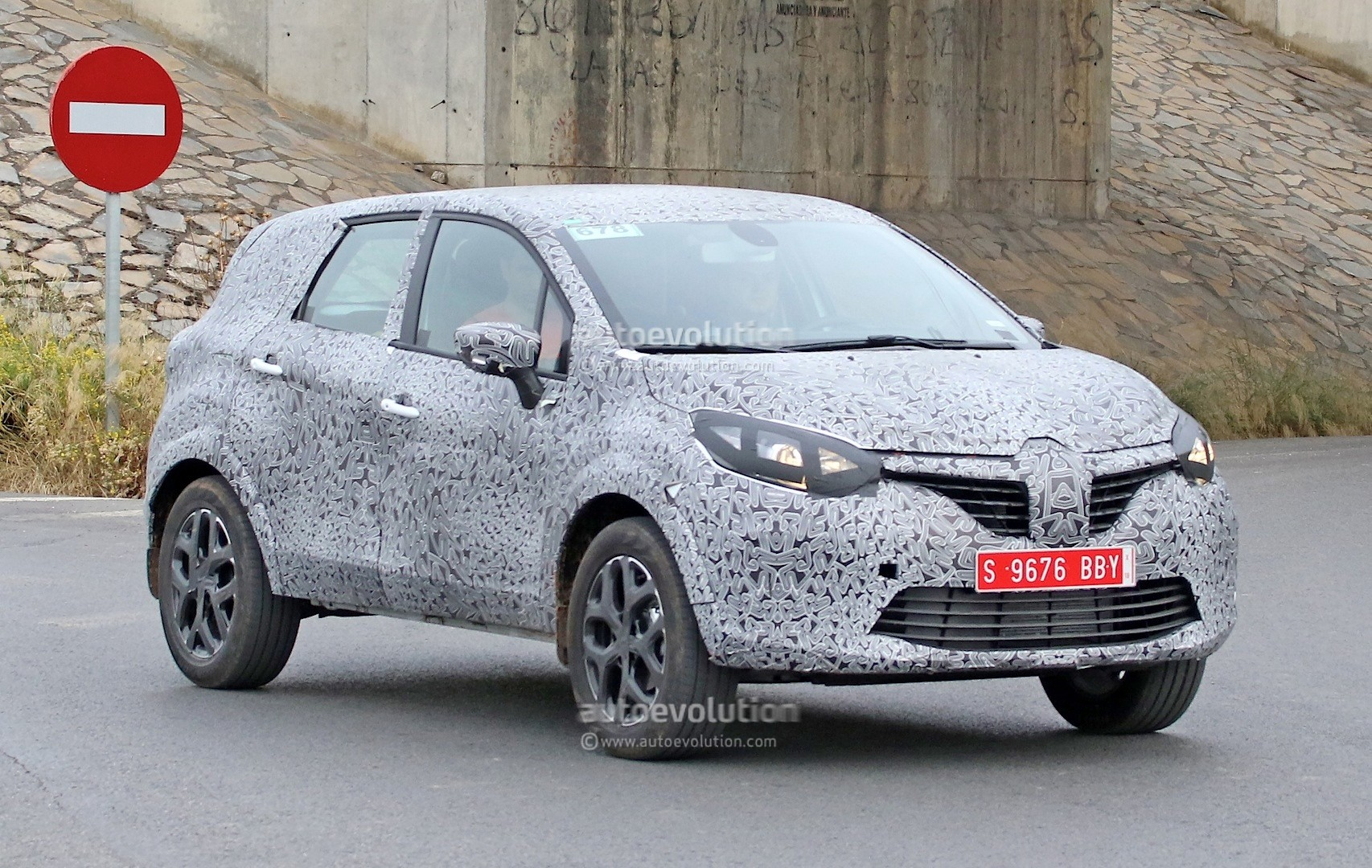 spyshots renault grand captur is longer and taller but does it have 7 seats autoevolution. Black Bedroom Furniture Sets. Home Design Ideas