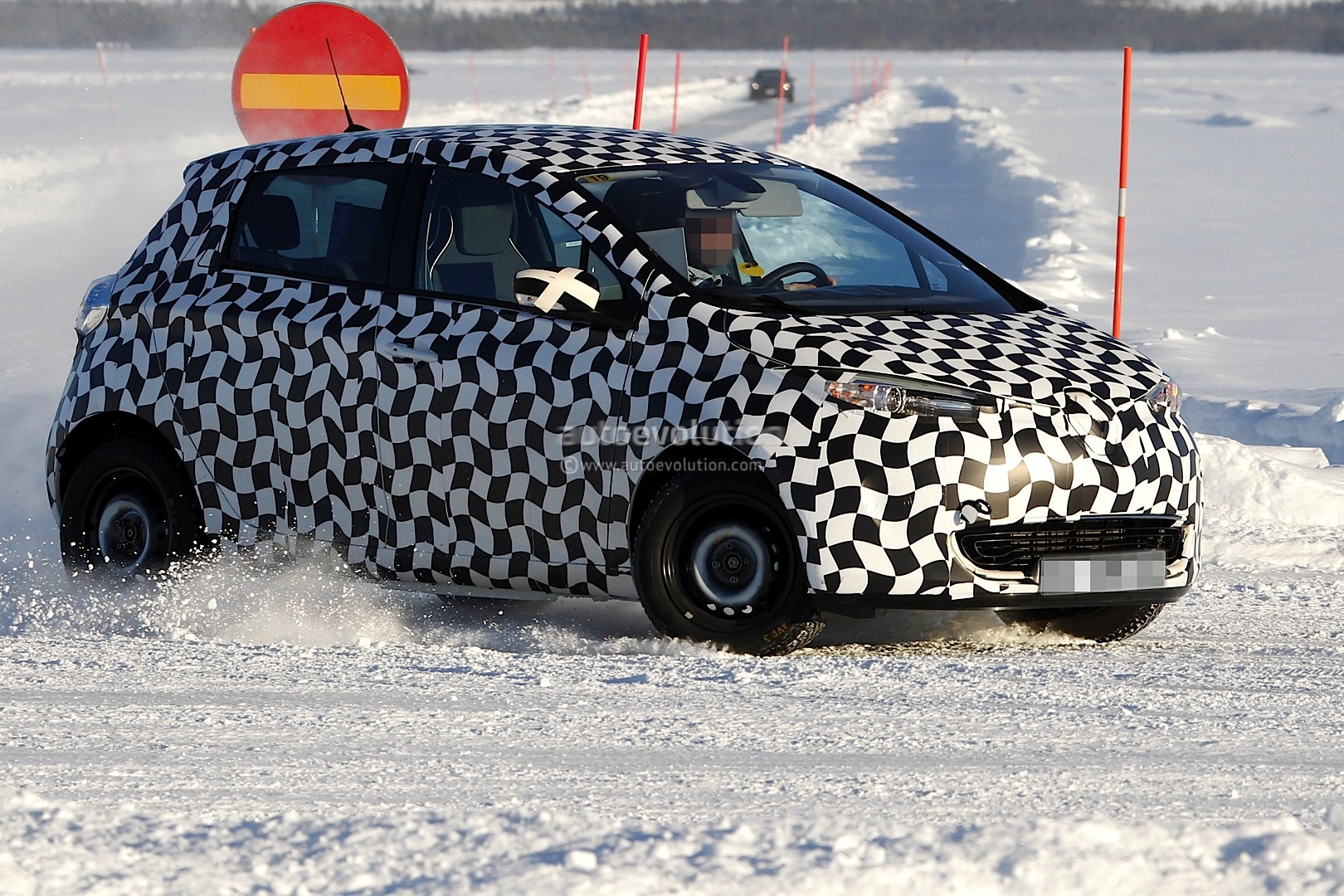 Best Auto Recovery >> Spyshots: Renault Zoe Electric Supermini - autoevolution