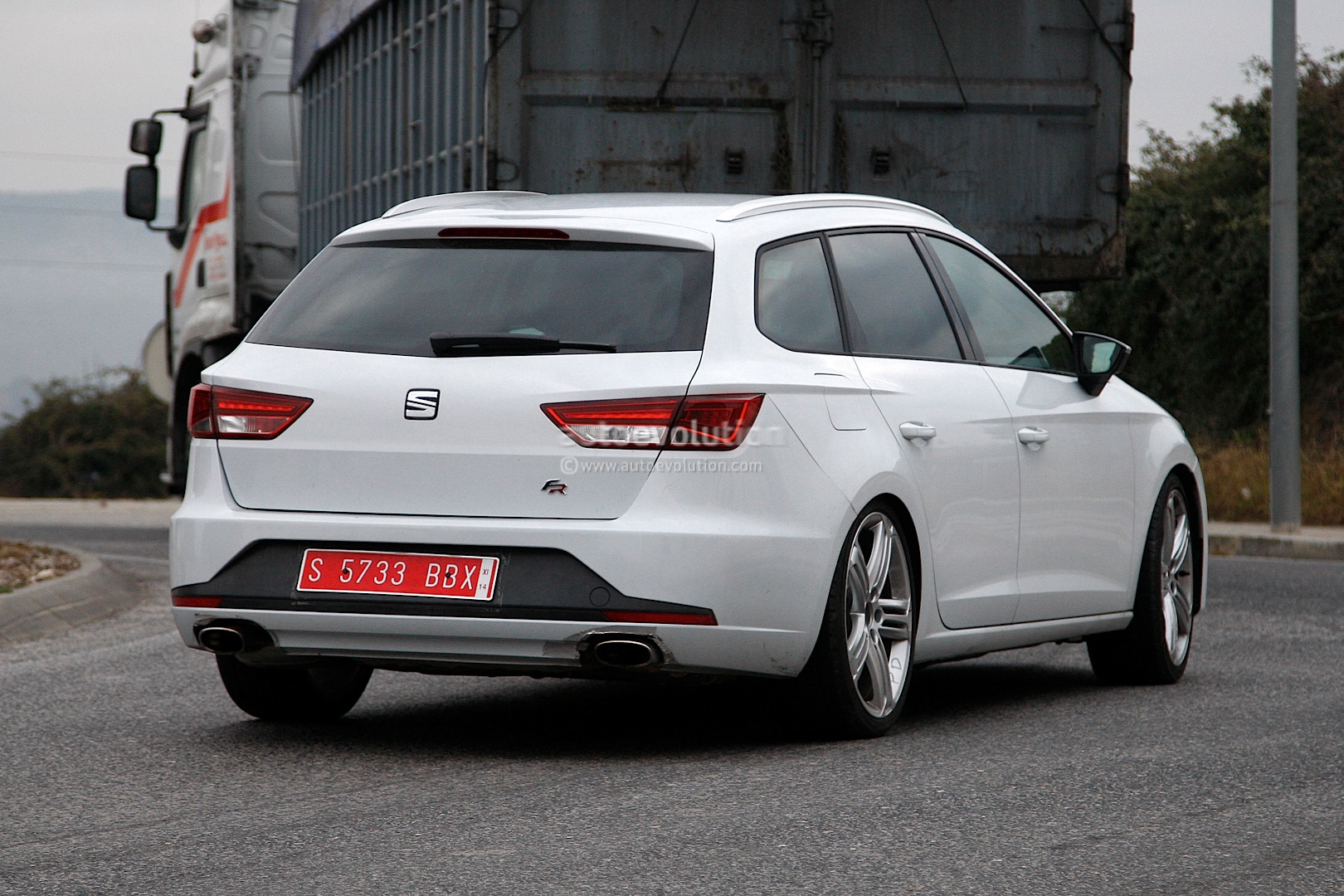 spyshots seat leon st cupra the high performance estate autoevolution. Black Bedroom Furniture Sets. Home Design Ideas