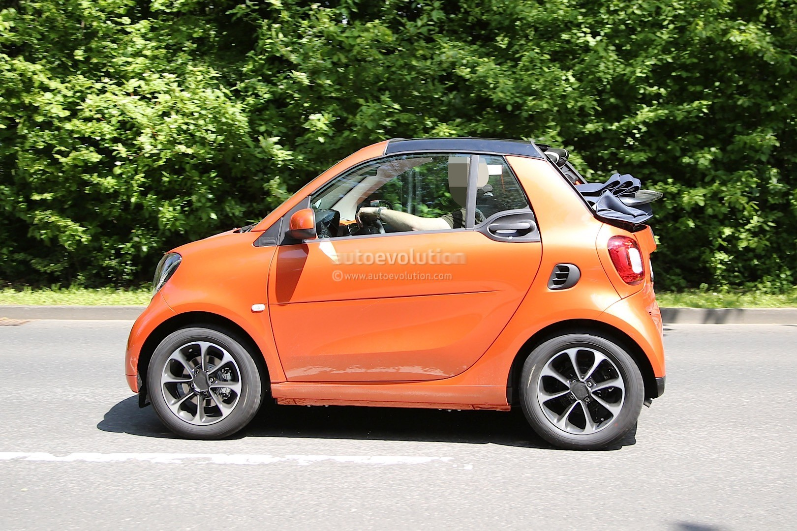 spyshots 2016 smart fortwo cabrio spotted again the roof goes down this time autoevolution. Black Bedroom Furniture Sets. Home Design Ideas