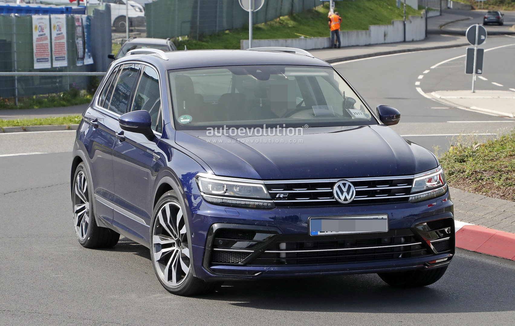 spyshots tiguan r testing with rs3 engine might be an rs. Black Bedroom Furniture Sets. Home Design Ideas