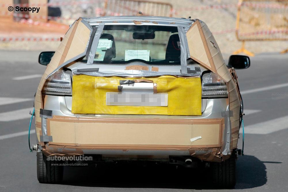 Spyshots: Toyota Corolla Hatchback Hybrid - autoevolution