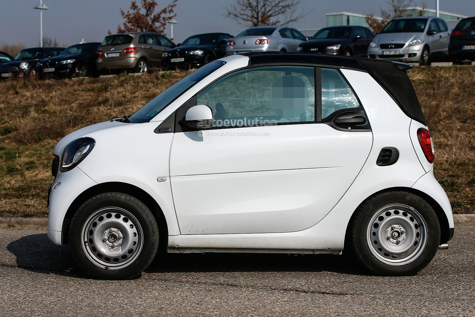 spyshots undisguised 2016 smart fortwo cabrio spied in detail autoevolution. Black Bedroom Furniture Sets. Home Design Ideas
