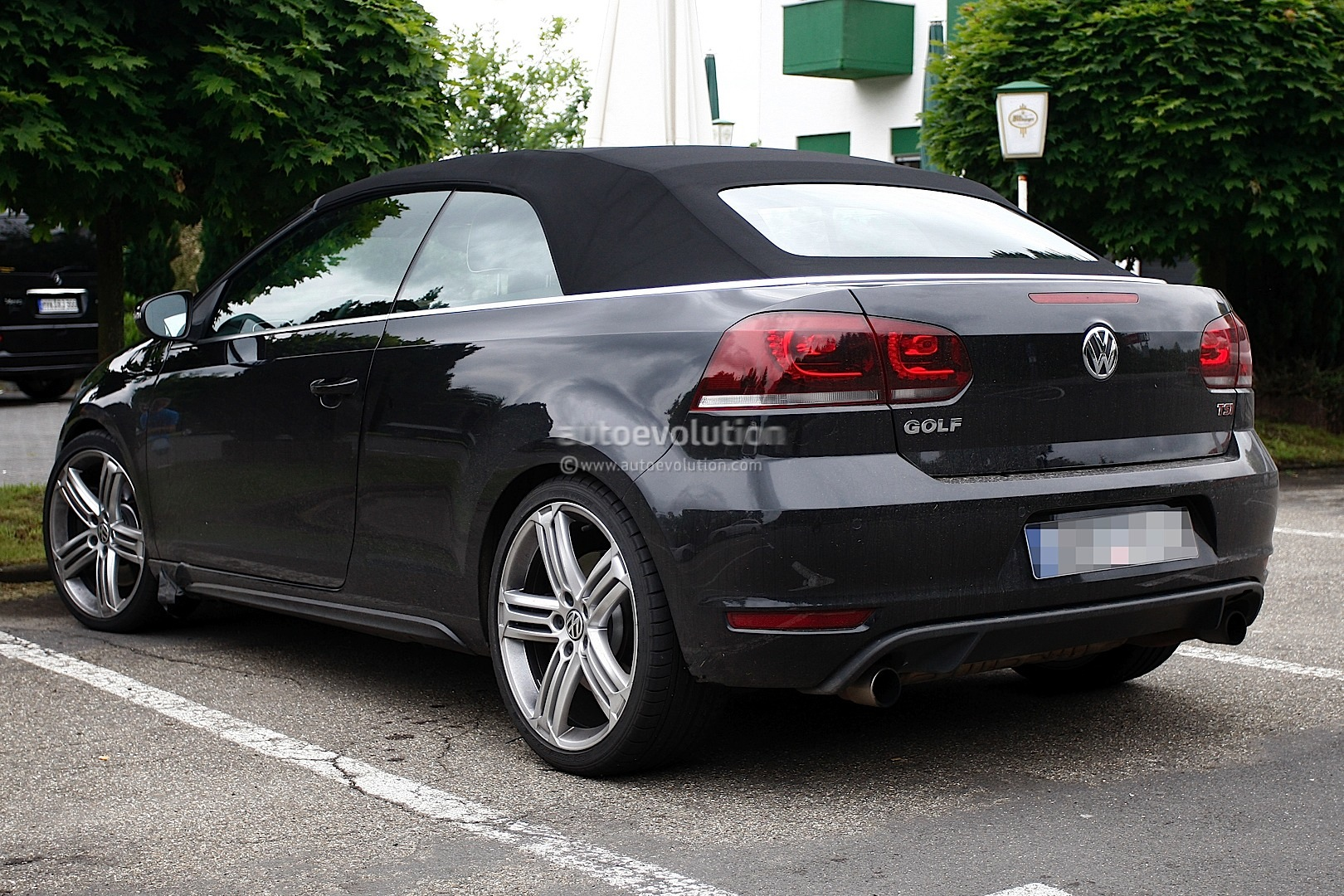spyshots volkswagen golf r cabriolet autoevolution. Black Bedroom Furniture Sets. Home Design Ideas