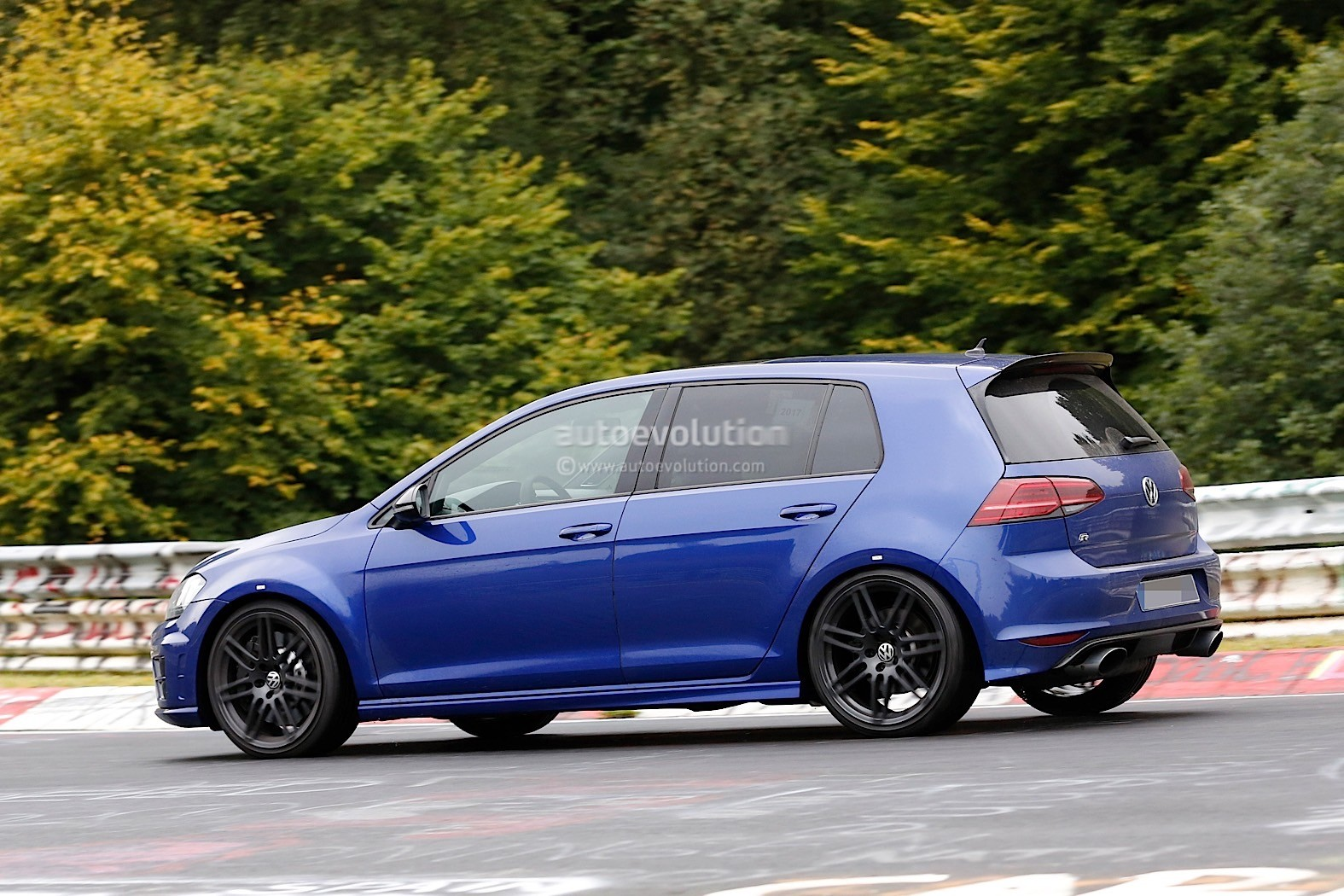 Spyshots: Volkswagen Golf R Mule With Audi RS3 Exhaust Tips Signals