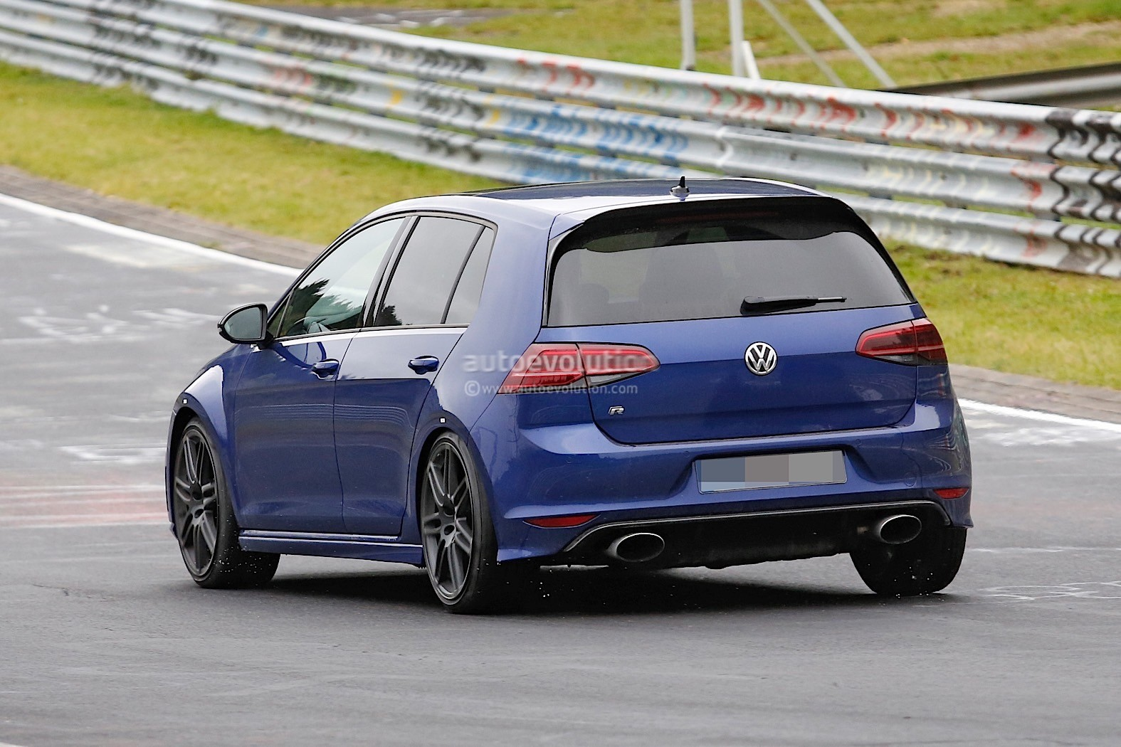 spyshots volkswagen golf r mule with audi rs3 exhaust tips signals r420 return autoevolution. Black Bedroom Furniture Sets. Home Design Ideas