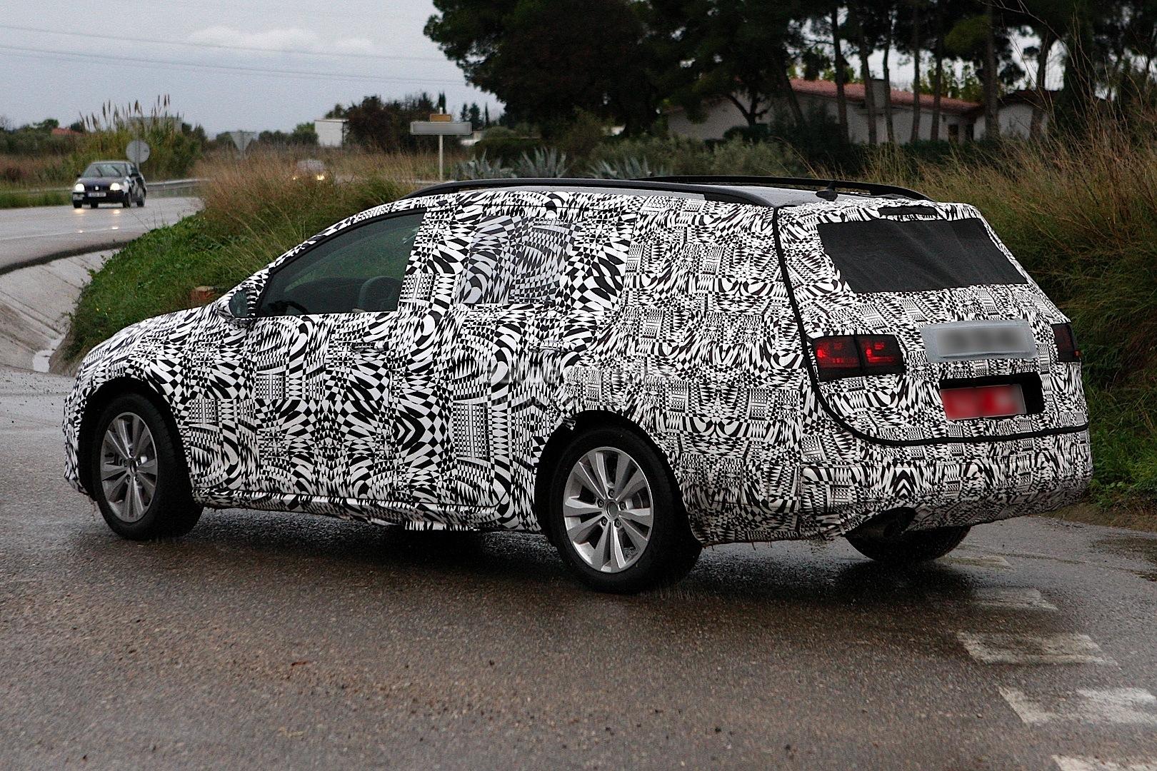 Spyshots: Volkswagen Golf Variant/Estate Spotted Testing - autoevolution