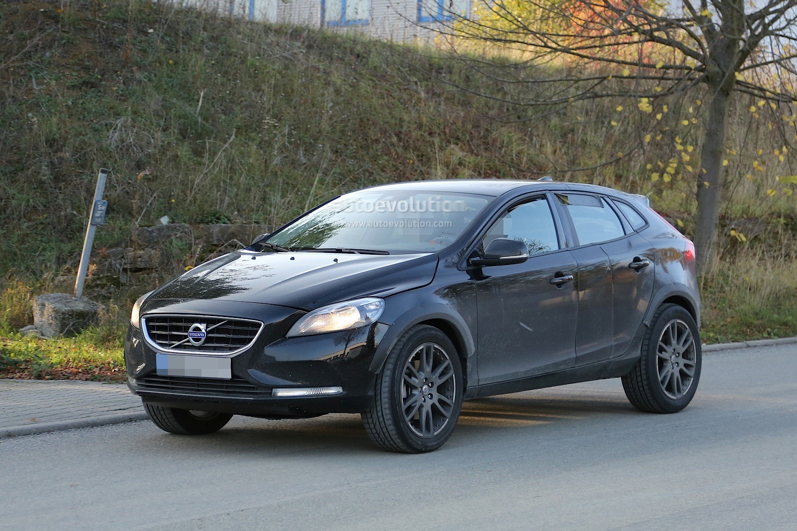 Spyshots: Volvo XC40 Coming in 2018, Will Be Built in Belgium and Compete with GLA, X1 ...