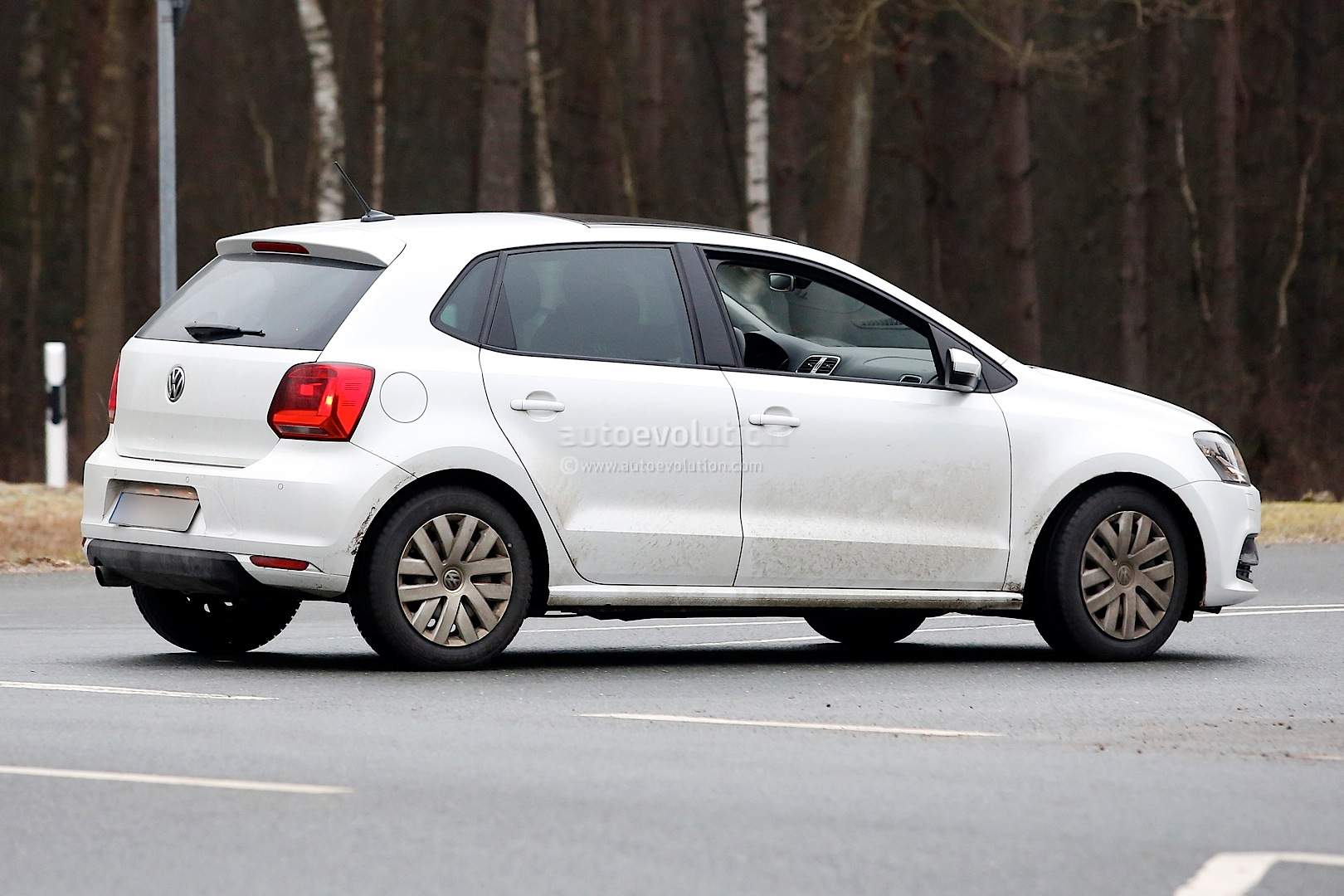 Spyshots Vw Polo Facelift Details Revealed First Interior Photo
