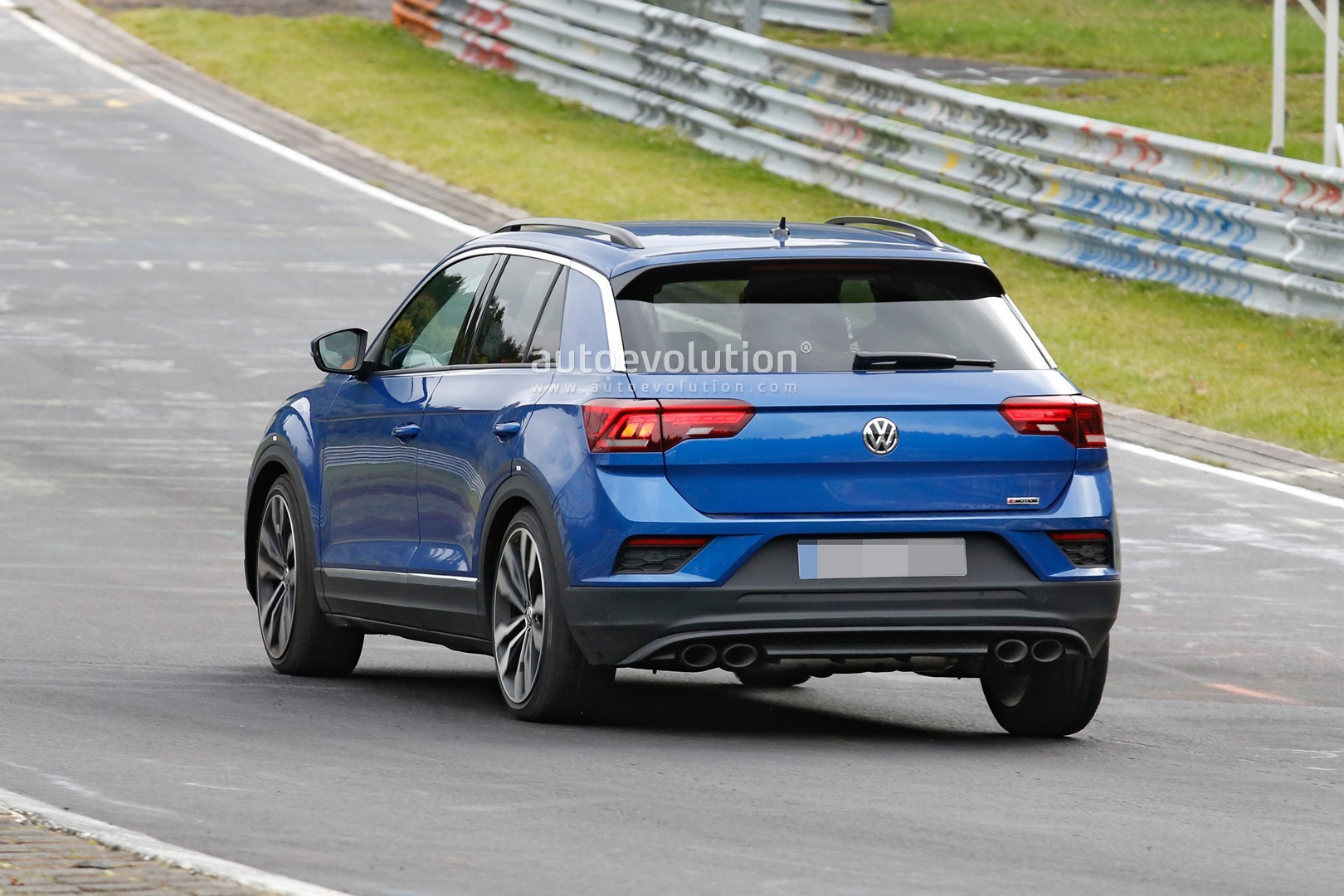 spyshots vw t roc r with quad exhaust likely has 300 hp. Black Bedroom Furniture Sets. Home Design Ideas