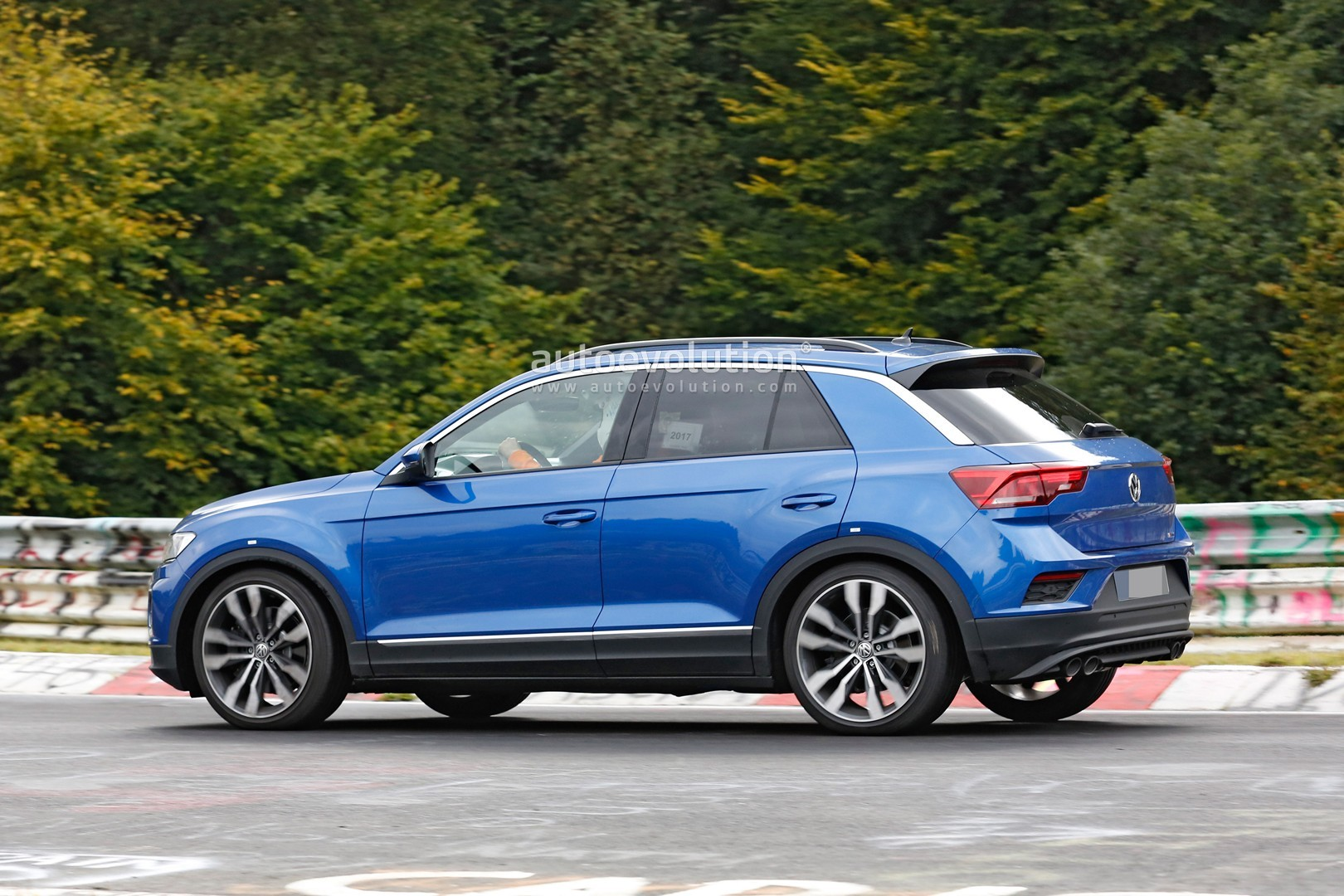 T Roc R Line >> Spyshots: VW T-Roc R With Quad Exhaust Likely Has 300+ HP - autoevolution