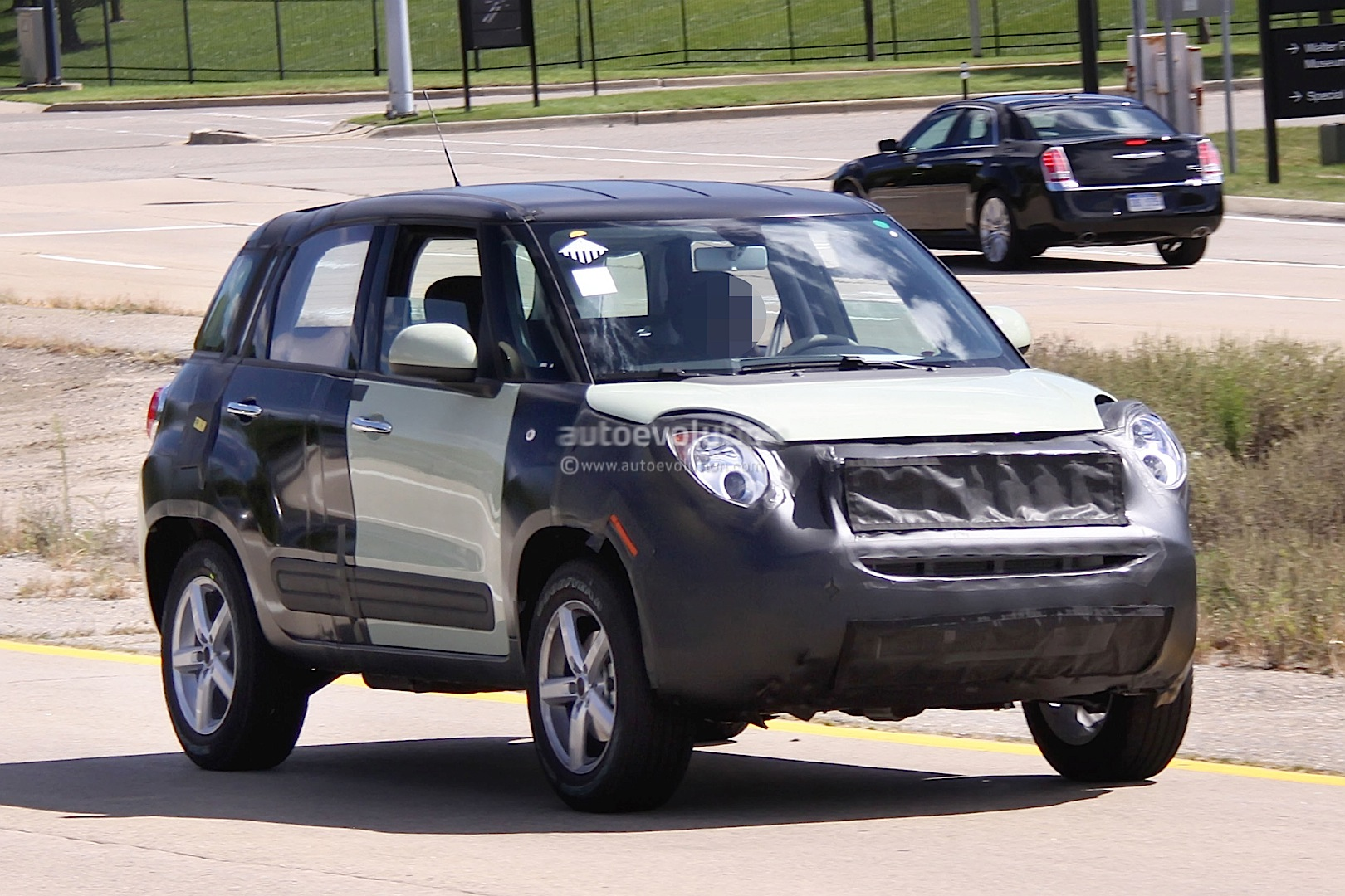 spyshots 2015 jeep b suv fiat 500x test mule autoevolution. Black Bedroom Furniture Sets. Home Design Ideas