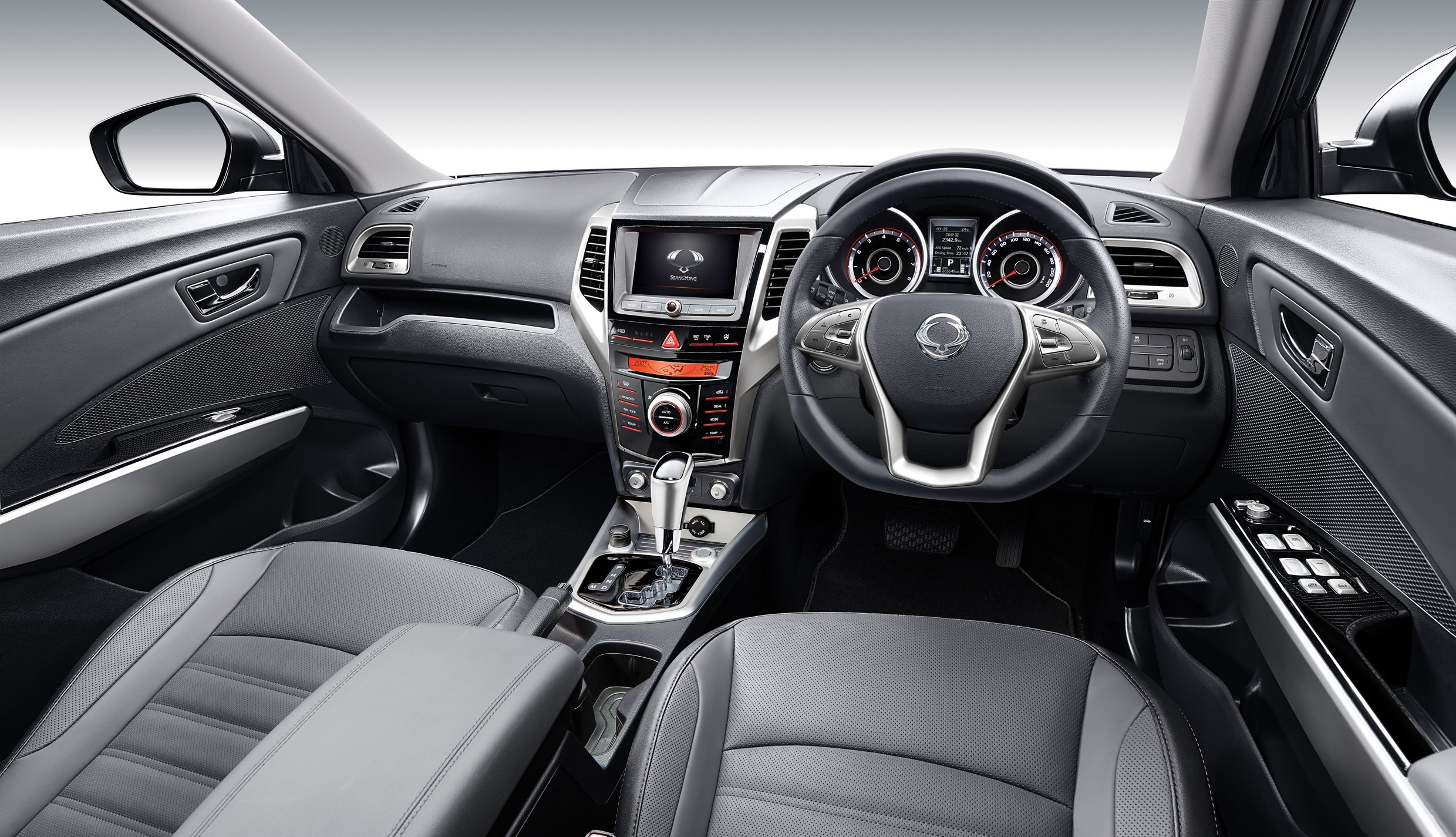 Ssangyong tivoli pricing announced for the uk autoevolution for Marche interieur
