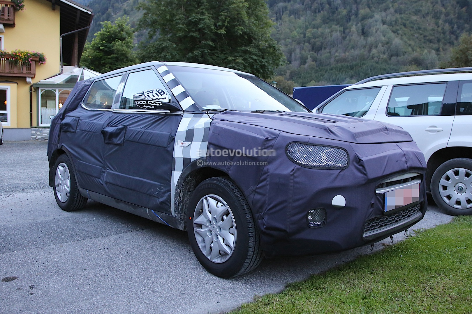 2015 - [Ssangyong] Tivoli [X100]  - Page 2 Ssangyong-x100-spied-photo-gallery_5