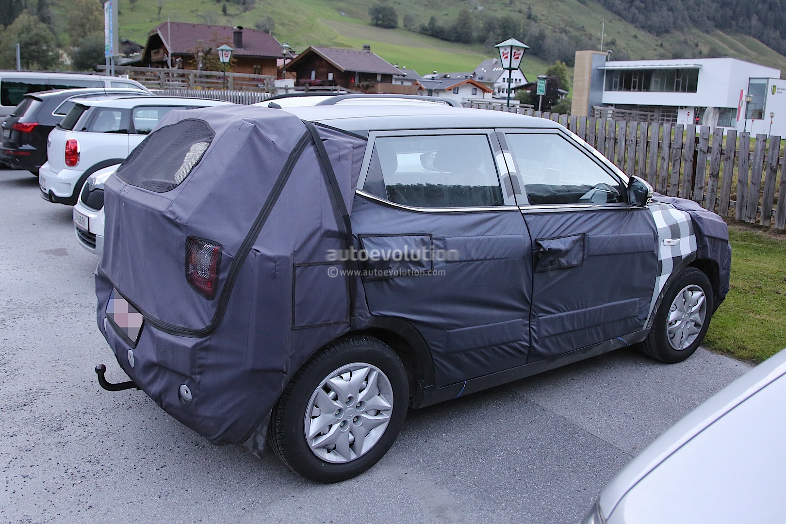 2015 - [Ssangyong] Tivoli [X100]  - Page 2 Ssangyong-x100-spied-photo-gallery_8