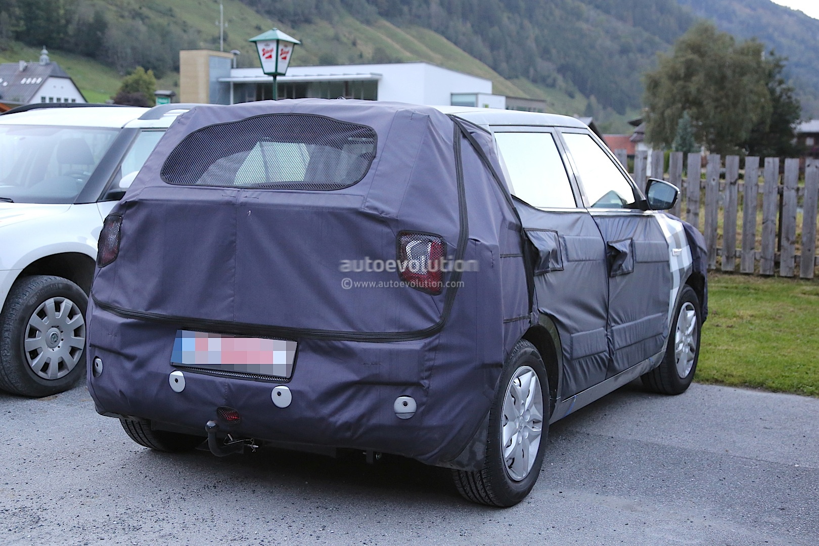 2015 - [Ssangyong] Tivoli [X100]  - Page 2 Ssangyong-x100-spied-photo-gallery_9