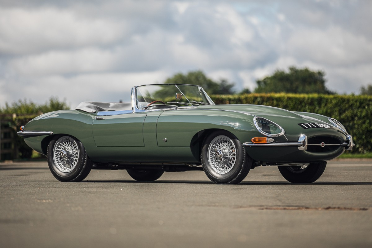Steve Coogan S 1961 Jaguar E Type Roadster For Sale Could Fetch 350 000 Autoevolution