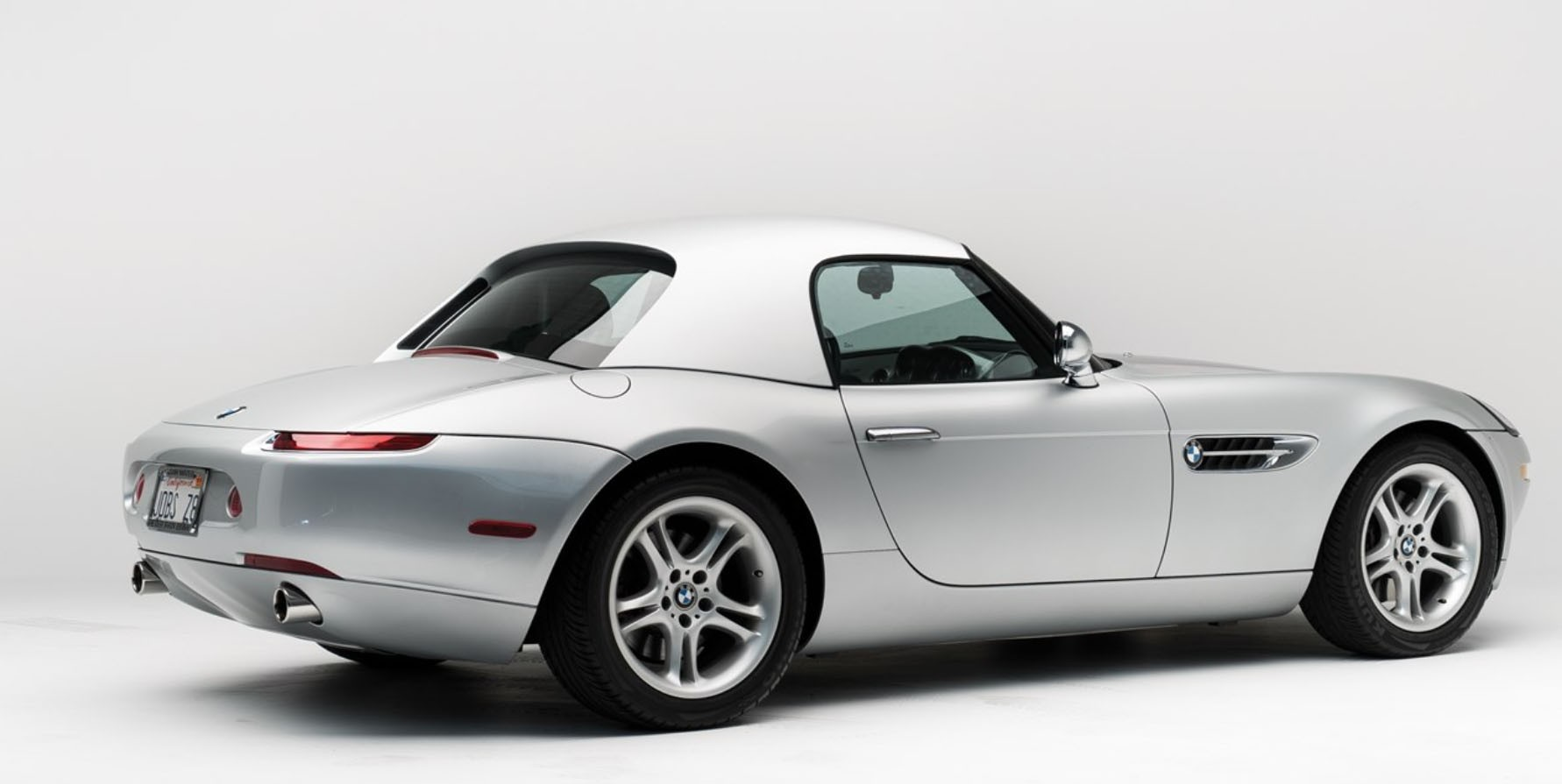Steve Jobs 2000 Bmw Z8 Goes On Auction Motorola Flip Phone Included Autoevolution