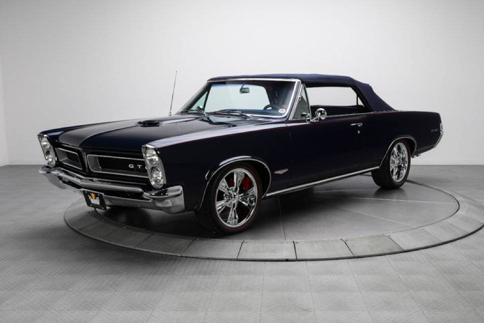 stunning restomod 1965 pontiac gto convertible up for sale video autoevolution. Black Bedroom Furniture Sets. Home Design Ideas