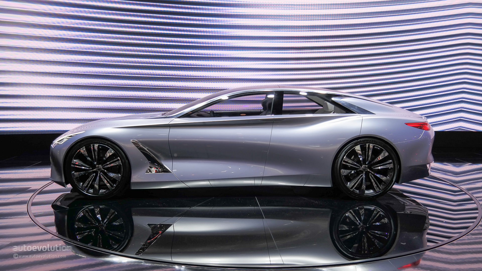 Safest Motorcycle Helmet >> Stylish Infiniti Q80 Four-Door Coupe Demands Attention in ...
