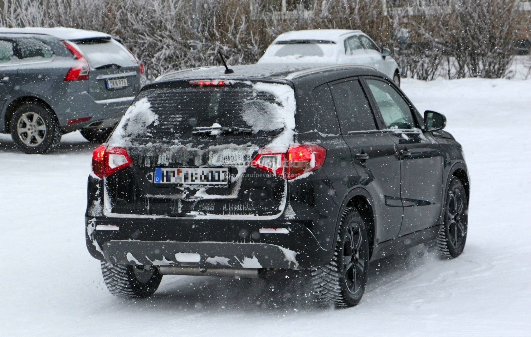 suzuki spied testing 2018 vitara facelift in the snow autoevolution. Black Bedroom Furniture Sets. Home Design Ideas