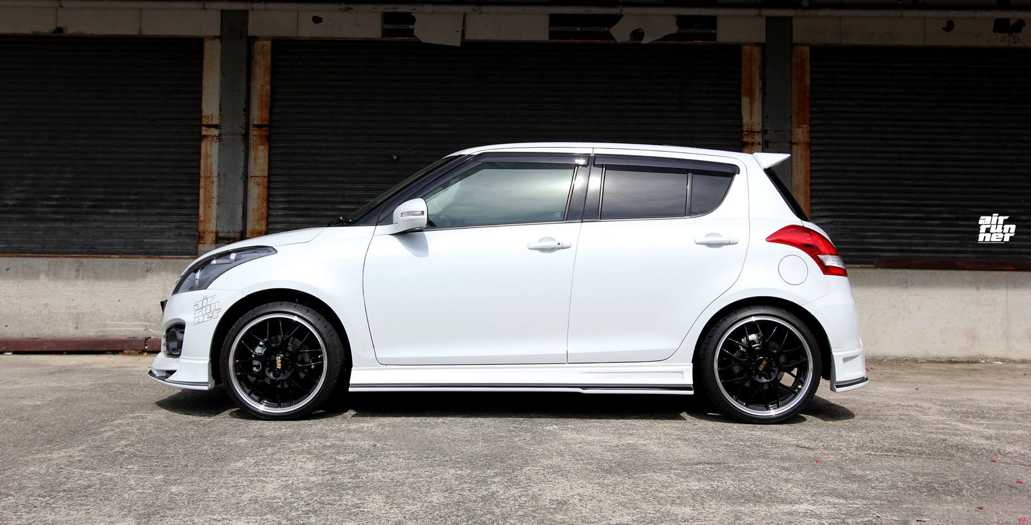 suzuki swift sport looks cool with beli kit and air ride. Black Bedroom Furniture Sets. Home Design Ideas