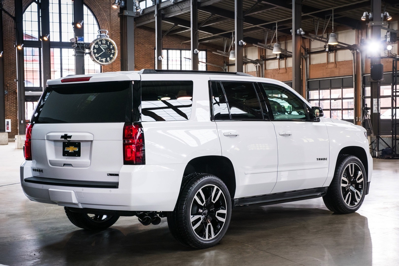 Tahoe Rst Is A Full Size Chevrolet Suv Packing 420 Hp