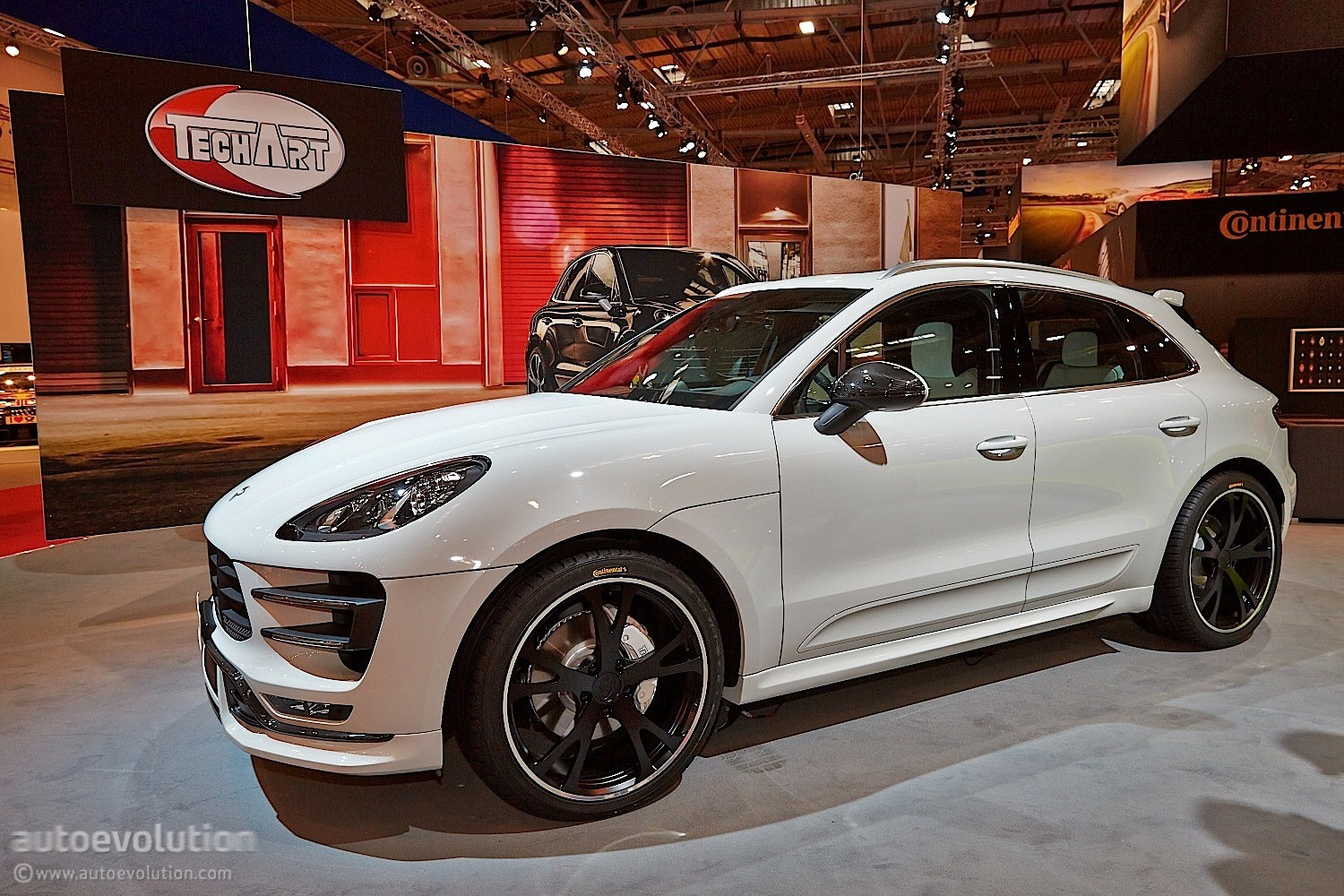 techart porsche macan turbo feels lavish at essen 2014 live photos autoevolution. Black Bedroom Furniture Sets. Home Design Ideas