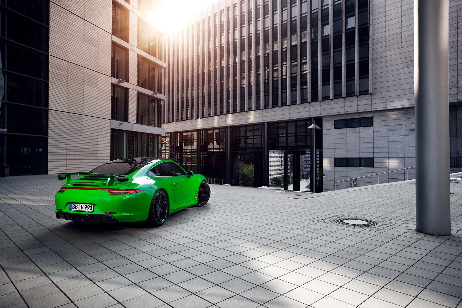 зееный автомобиль Porsche 911 Carrera 4S без смс