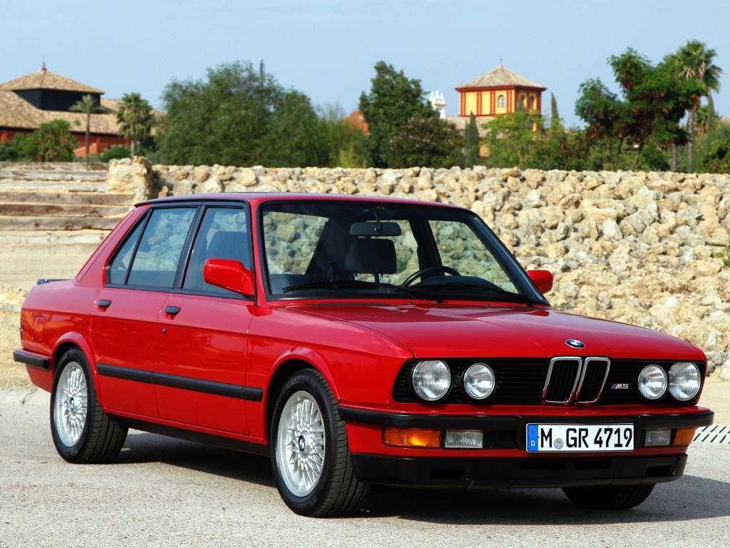 ... 1984 BMW M5 (E28) ...