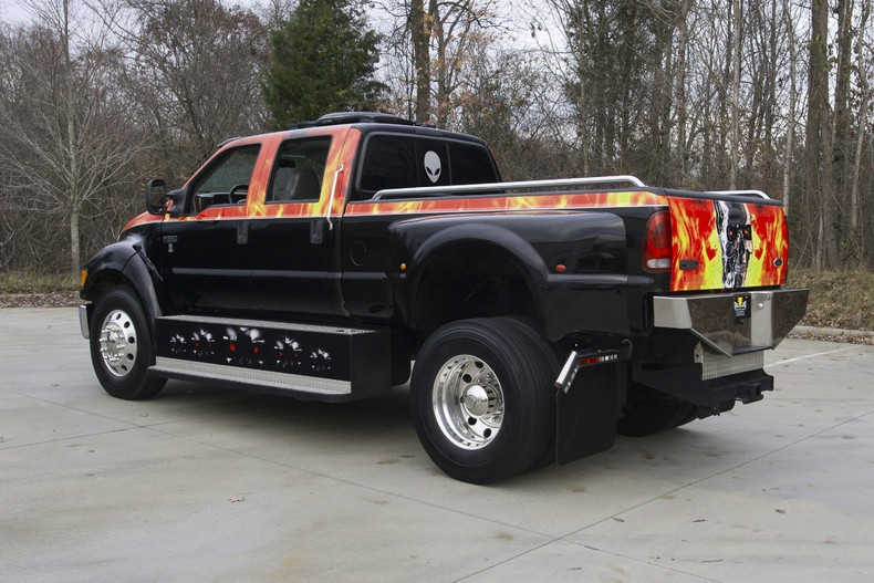 Shaquille O Neal Buys Shaq Sized Ford F 650 Pickup