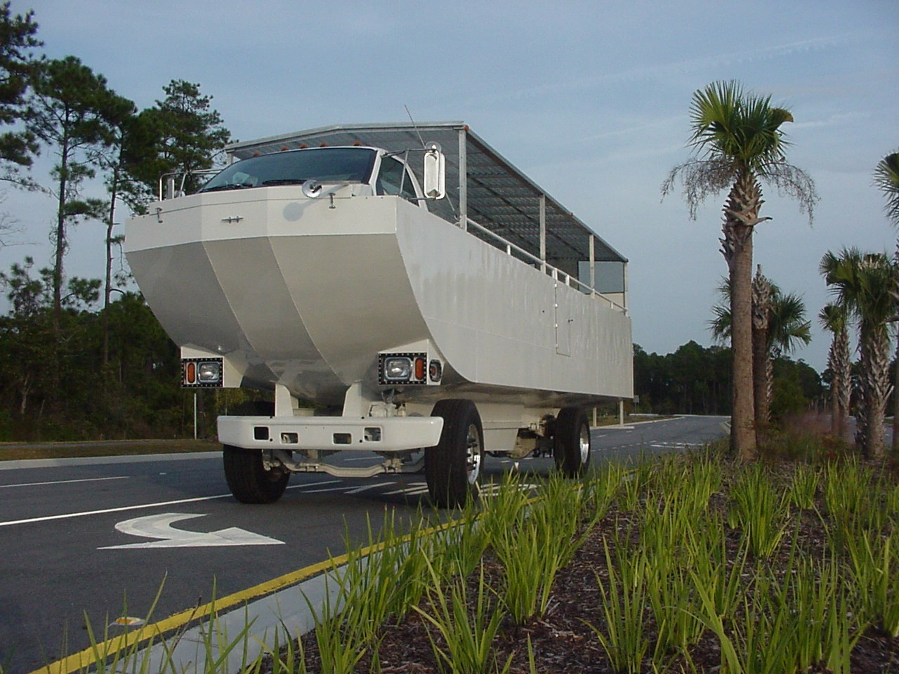 Terrawind Looks Like An Amphibious School Bus Autoevolution