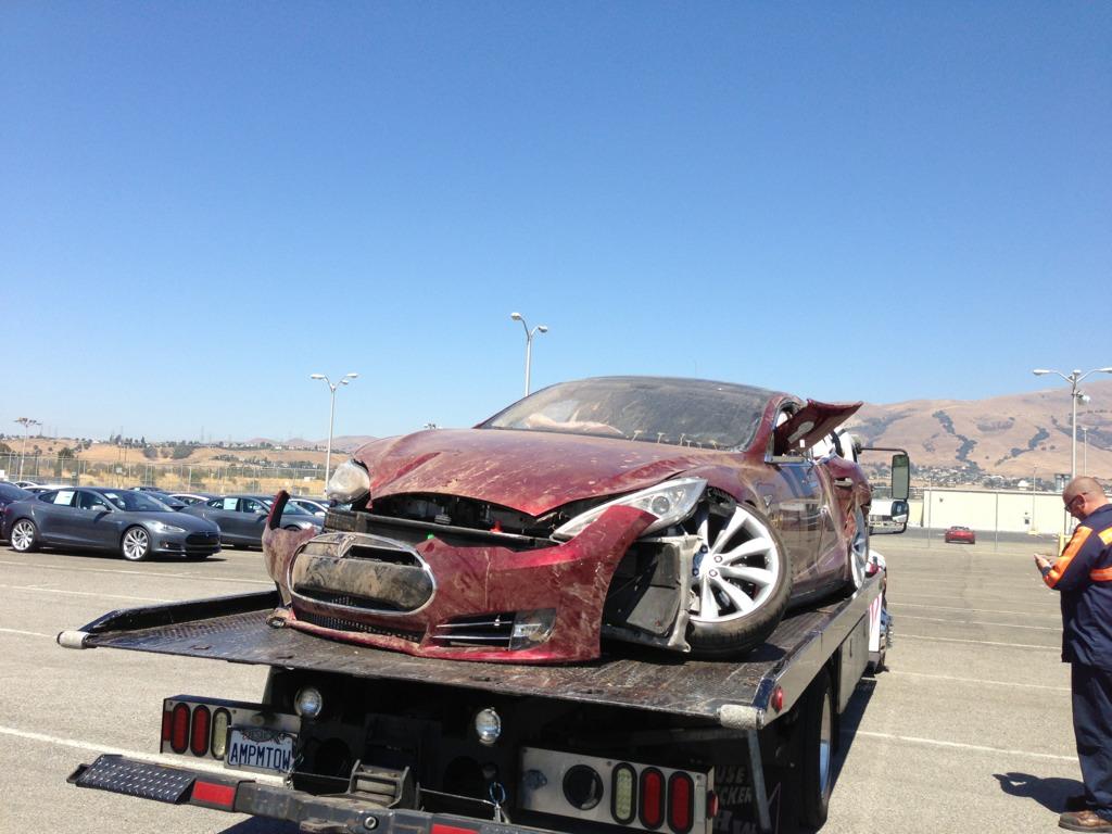 Tesla Model S Crash Destroyed Unit Shows Up Autoevolution